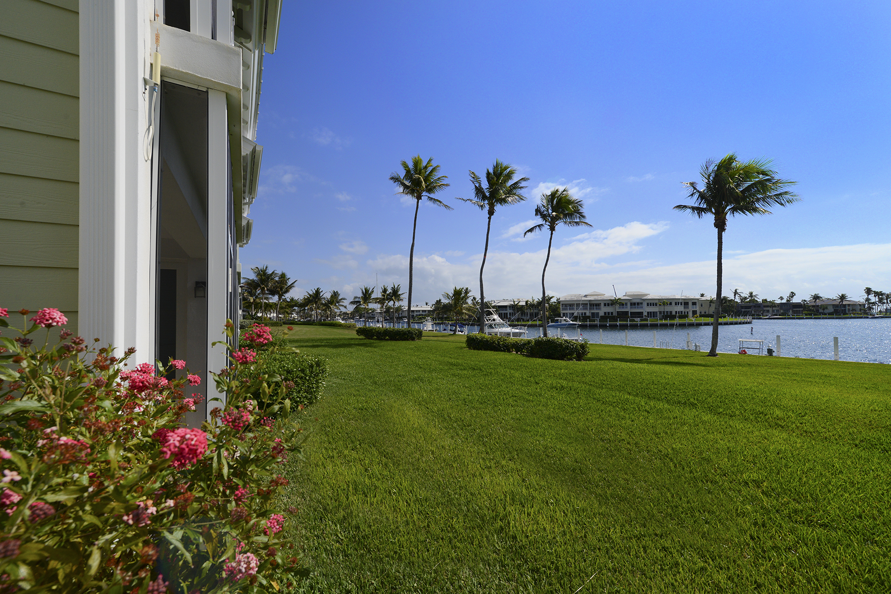 Additional photo for property listing at Spacious Waterfront Getaway at Ocean Reef 45 Anchor Drive, Unit A Key Largo, Florida 33037 Verenigde Staten