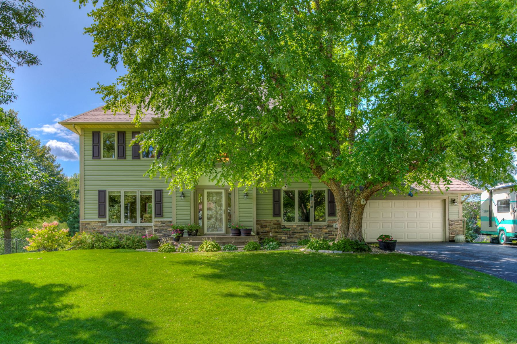 Single Family Homes for Sale at 4725 Kingsview Ln N Plymouth, Minnesota 55446 United States