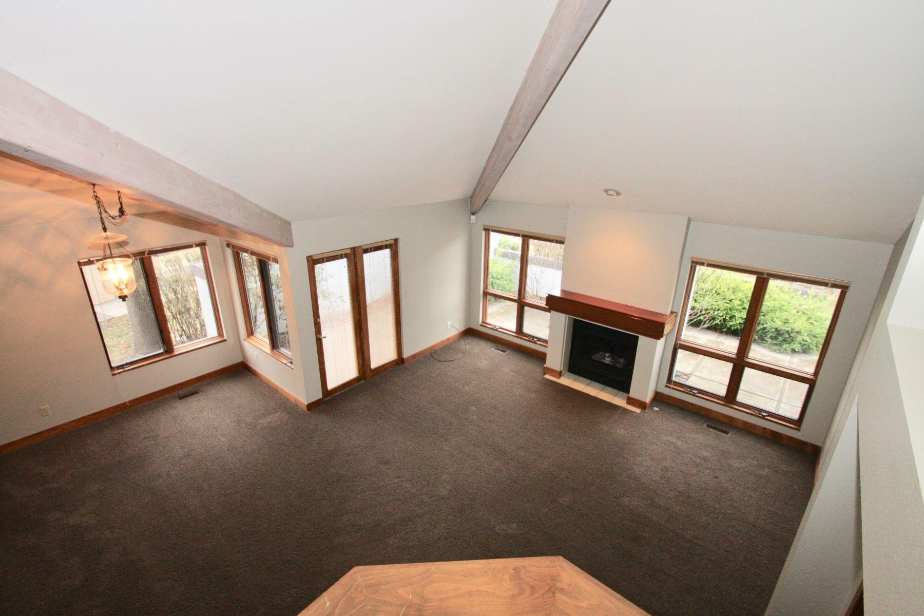 Additional photo for property listing at 1907 Springbrook, Boise 1907 Springbrook Boise, Idaho 83706