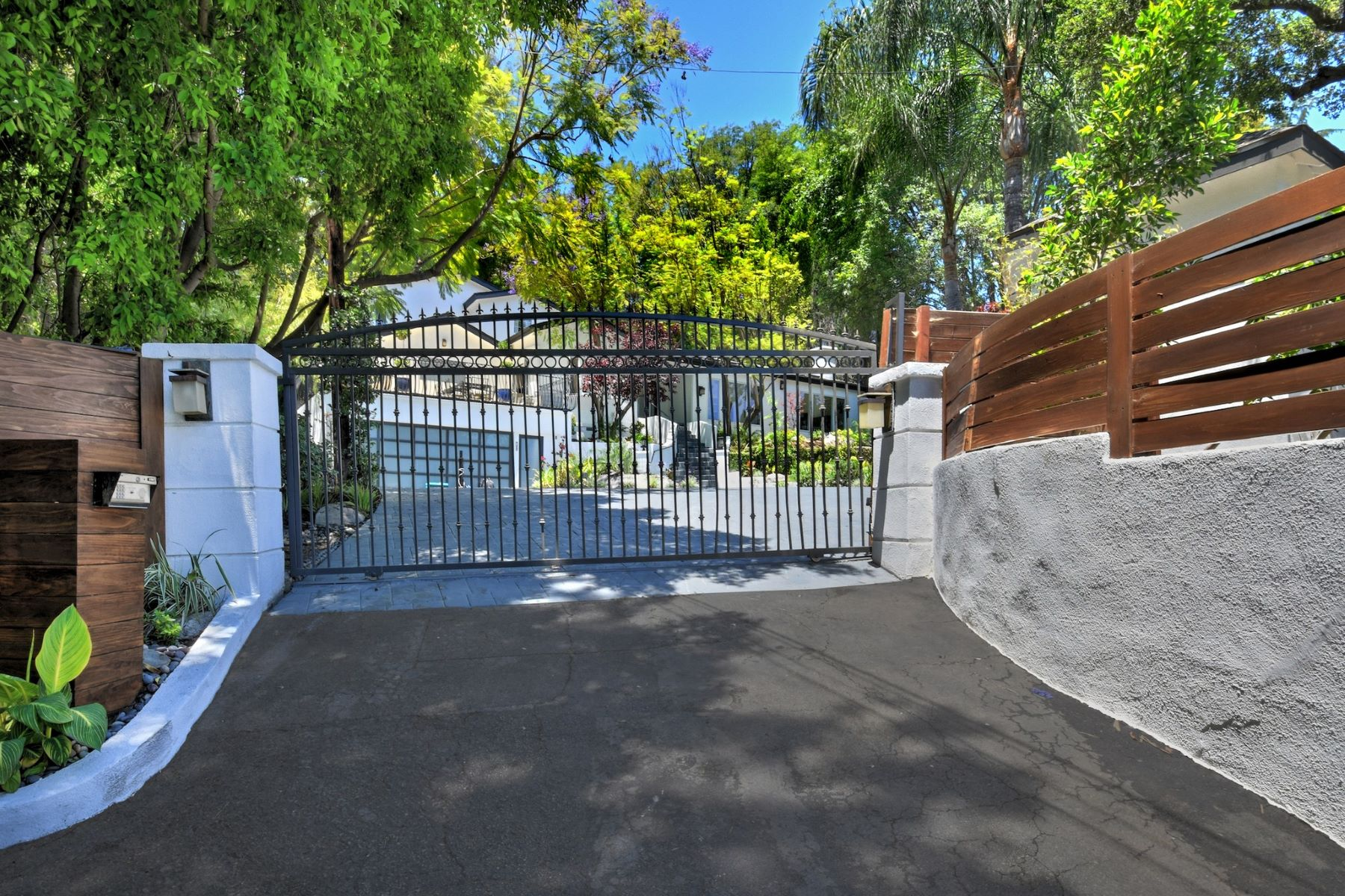 Single Family Homes for Sale at 4413 Petit Avenue Encino, California 91436 United States