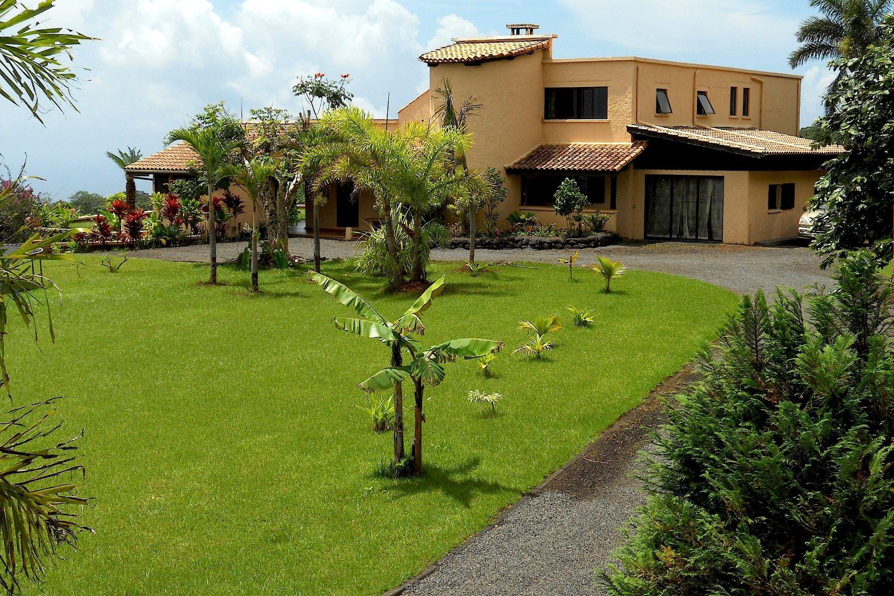 Casa Unifamiliar por un Venta en Provencal style villa Tahiti, French Polynesia