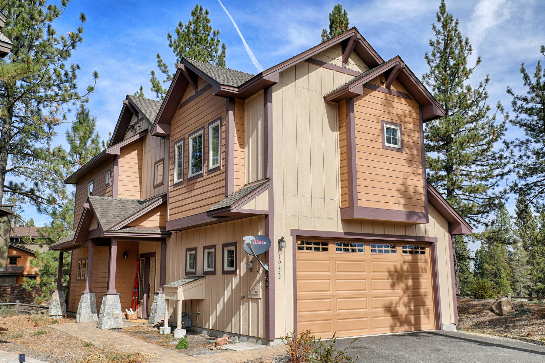 Single Family Home for Active at 10222 Fall Court, Truckee, CA 10222 Fall Court Truckee, California 96161 United States