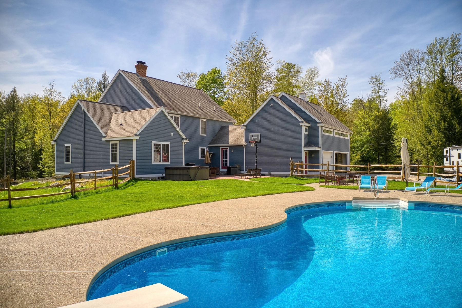 Single Family Homes 为 销售 在 382 Bedford Road New Boston, 新罕布什尔州 03070 美国