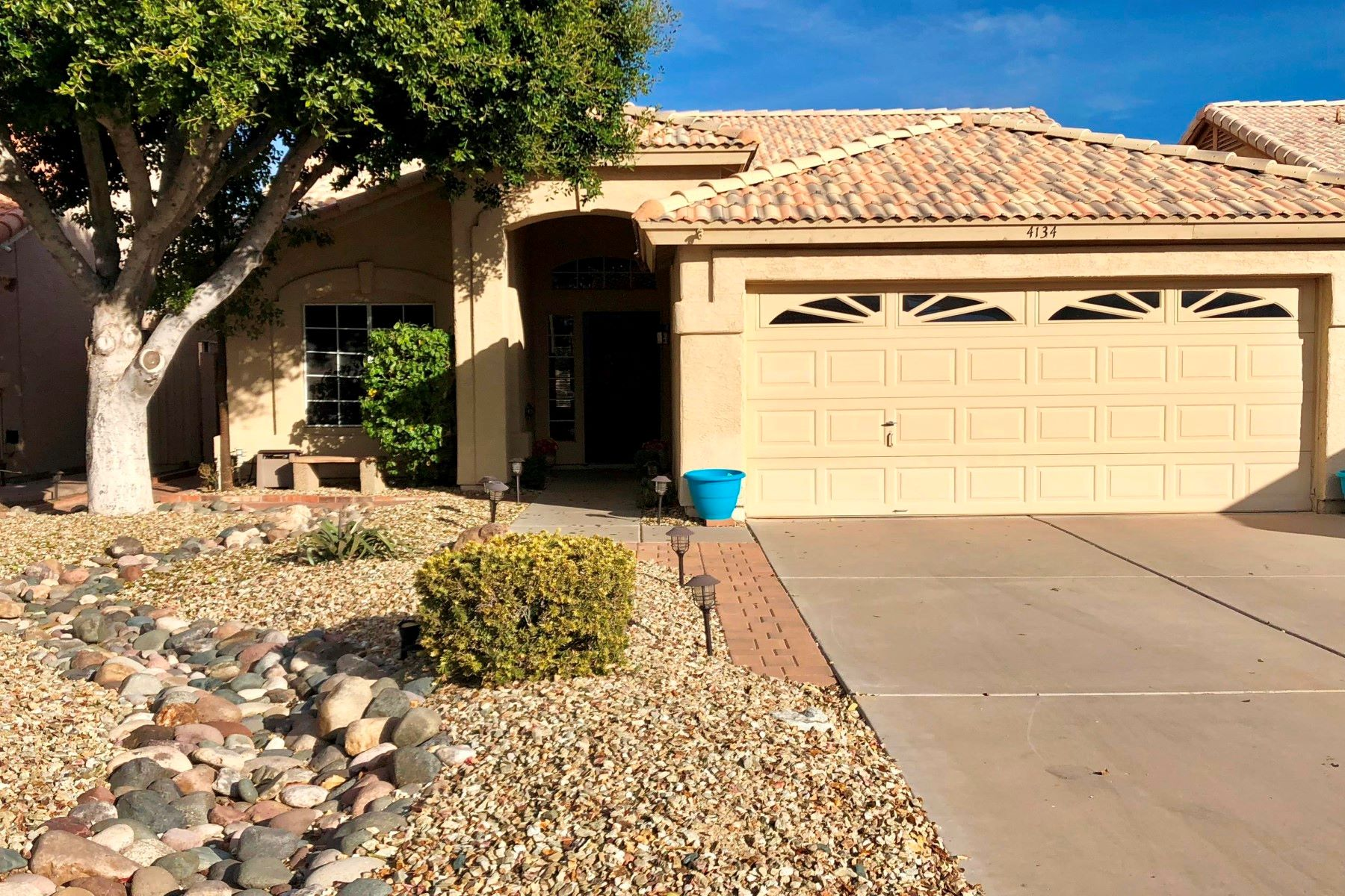 Single Family Home for Rent at Great home in perfect location 4134 W Electra LN Glendale, Arizona 85310 United States