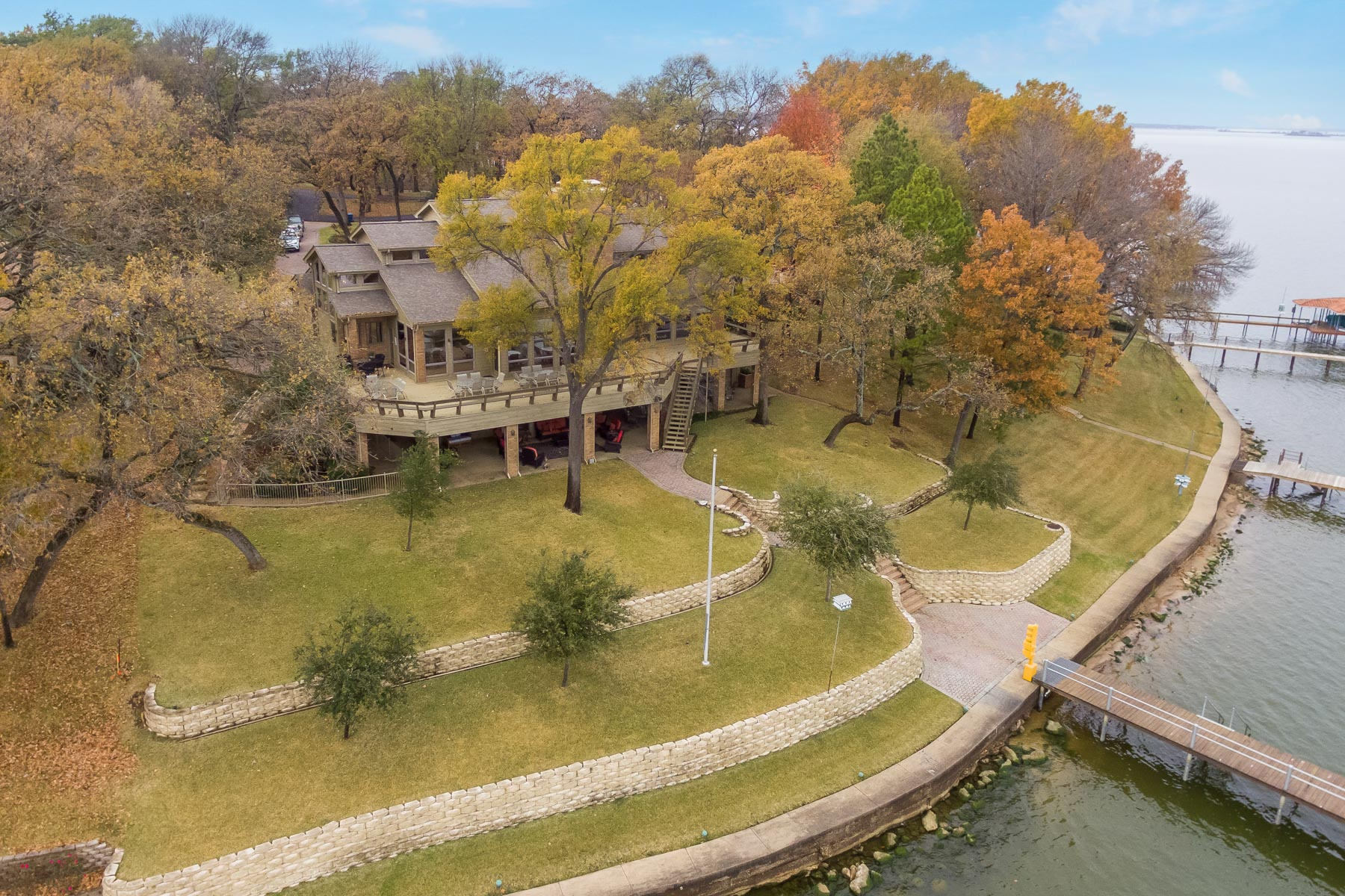 Single Family Home for Sale at Cedar Creek Lakehouse 809 Heather Woods Drive Kemp, Texas 75143 United States