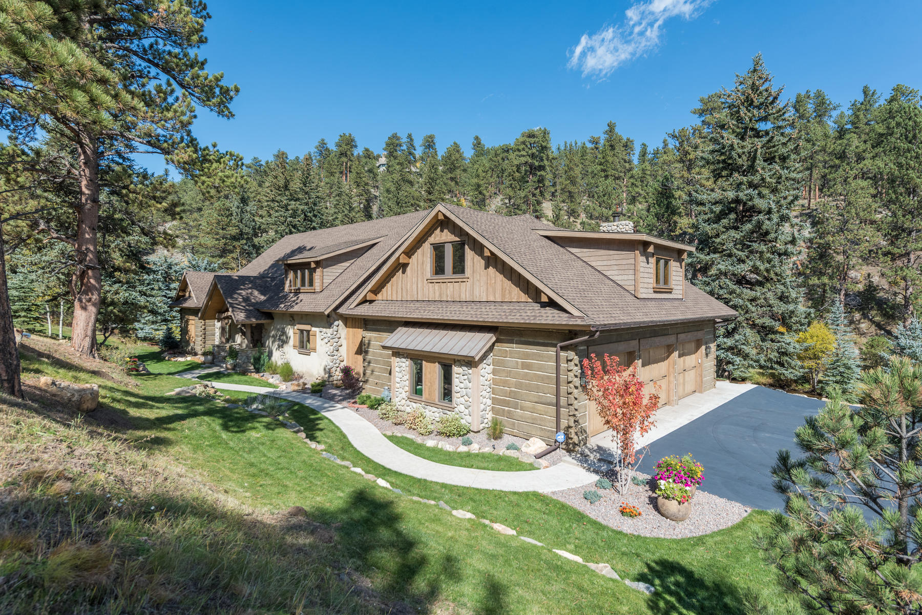 Casa Unifamiliar por un Venta en Custom Creekside Living! 34503 Upper Bear Creek Road Evergreen, Colorado 80439 Estados Unidos