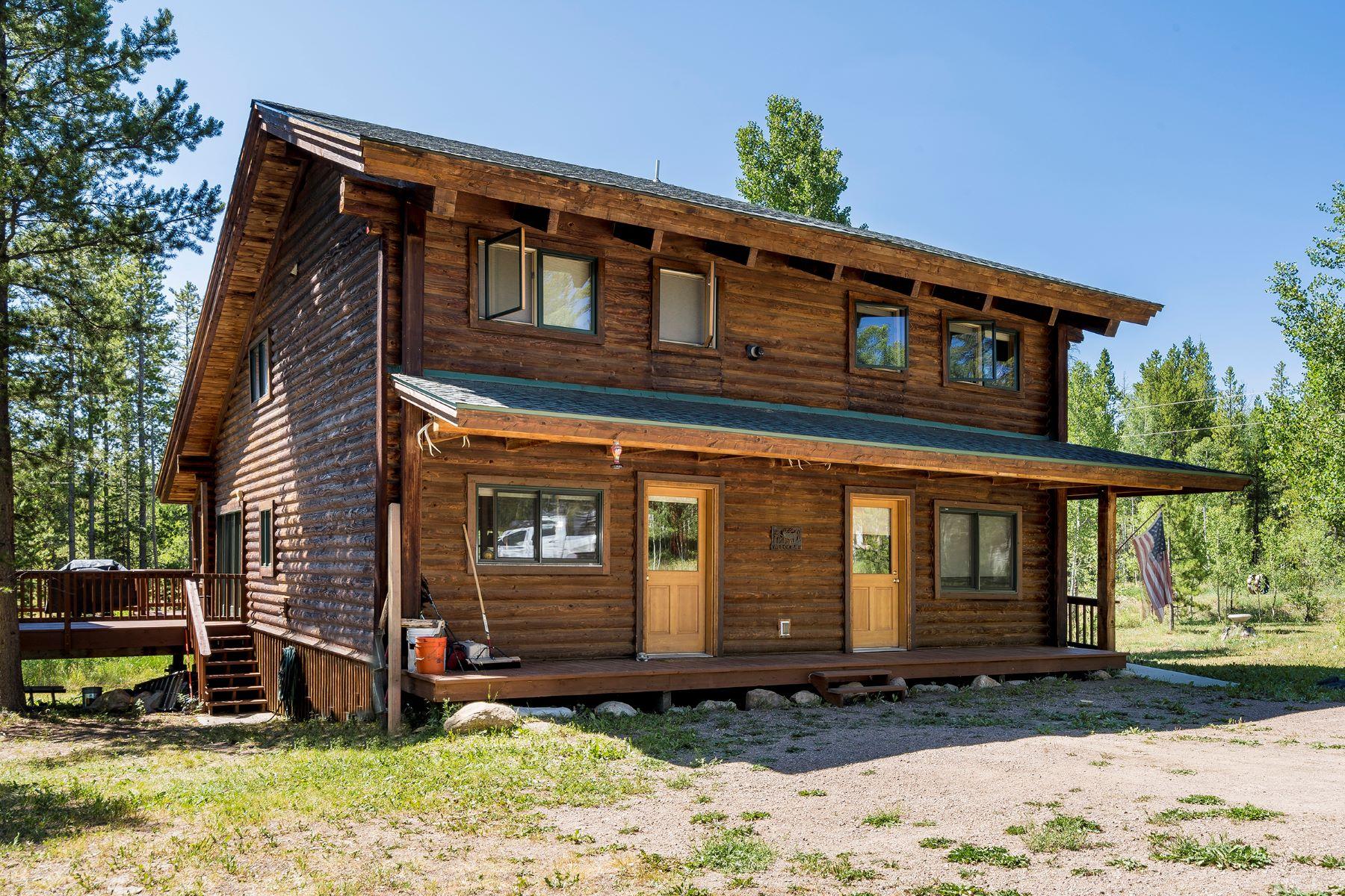 Single Family Homes por un Venta en Private and Peaceful Setting 21180 Roan Way, Oak Creek, Colorado 80467 Estados Unidos