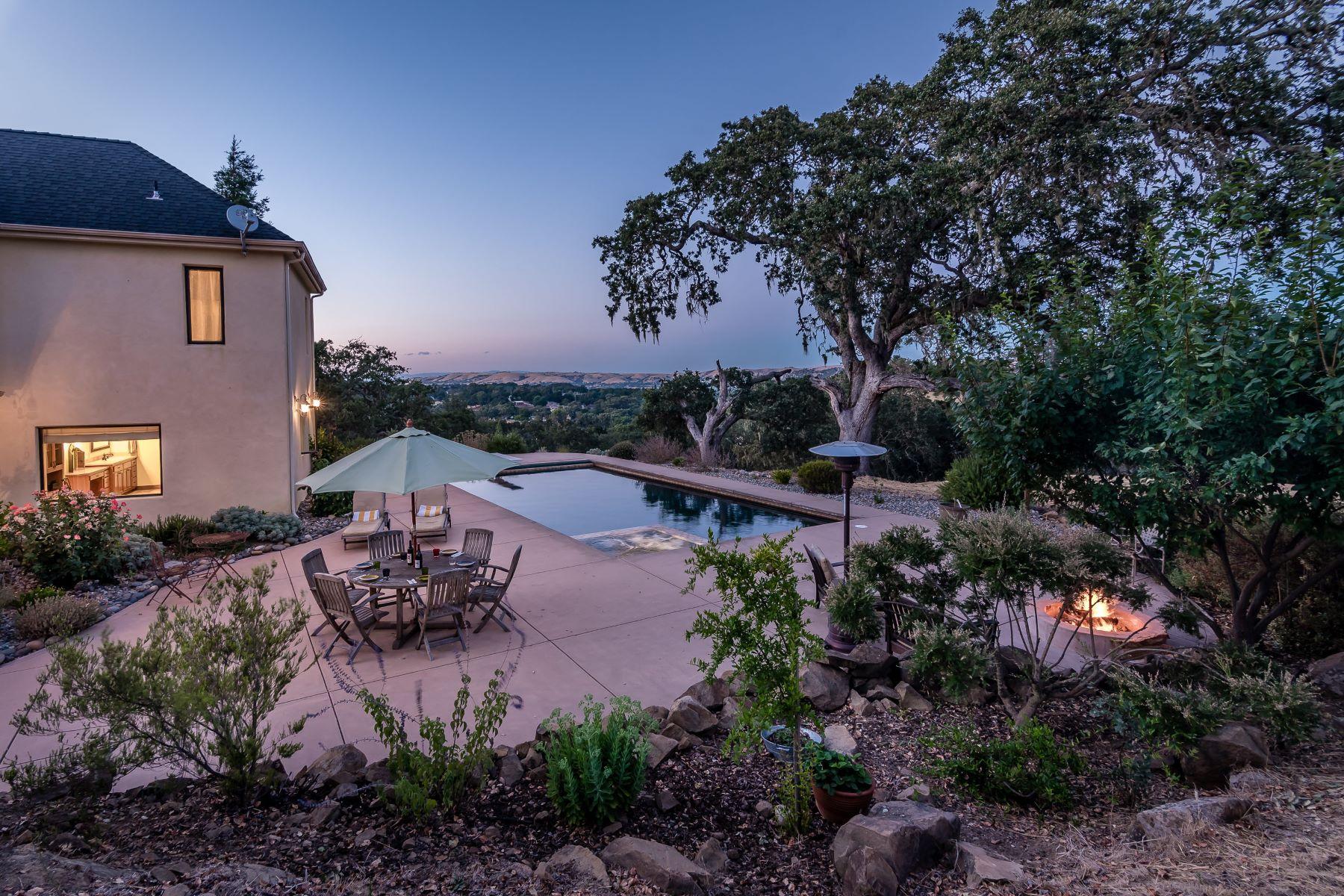 獨棟家庭住宅 為 出售 在 Exceptional Home Located in the desirable Rancho De Paraiso 6550 San Gabriel Road Atascadero, 加利福尼亞州 93422 美國