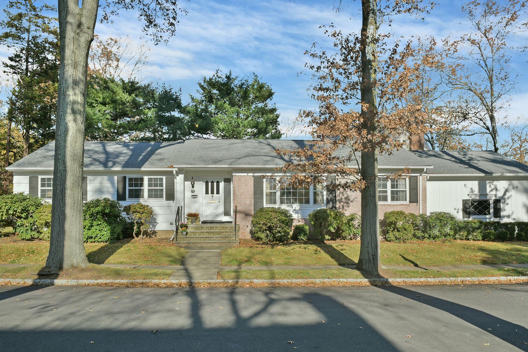 Casa para uma família para Venda às Mid Century Gem 24 La Salle Road, Montclair, Nova Jersey, 07043 Estados Unidos