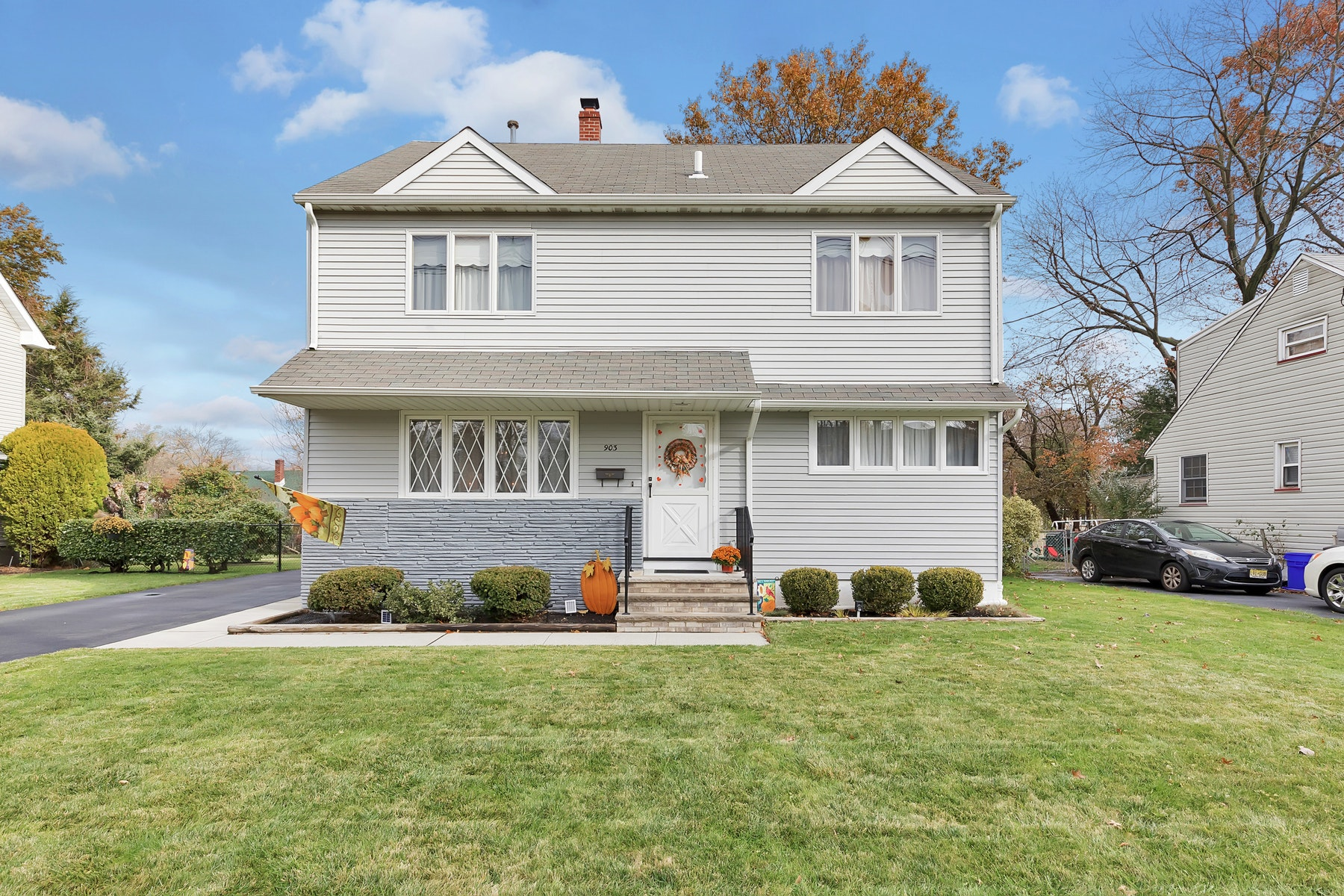Single Family Homes 為 出售 在 Move In Condition 4/5 Bedroom Home 903 Washington Ave, Roselle, 新澤西州 07203 美國