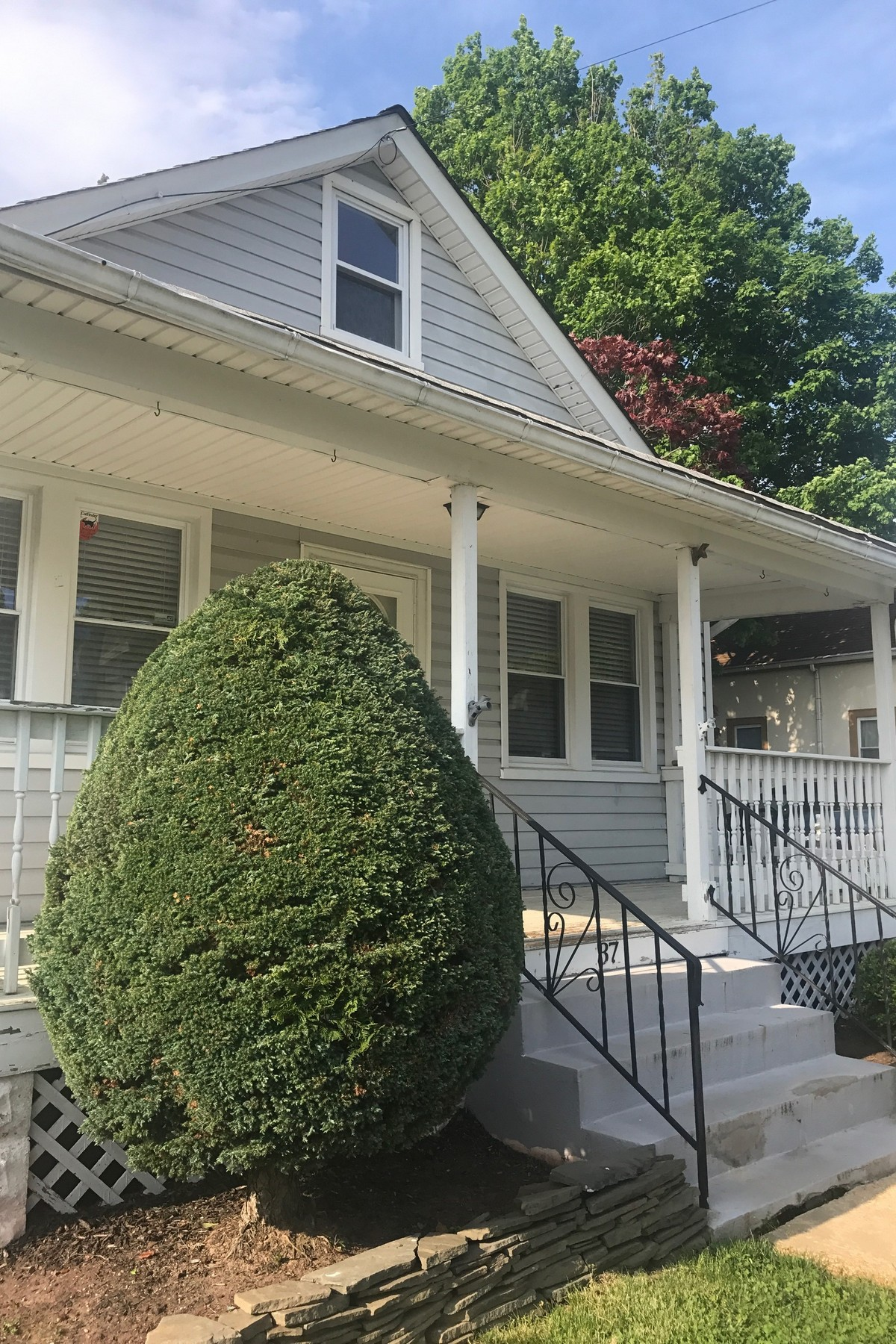 Single Family Homes pour l Vente à Charming Home 37 Cherry St, Tinton Falls, New Jersey 07724 États-Unis