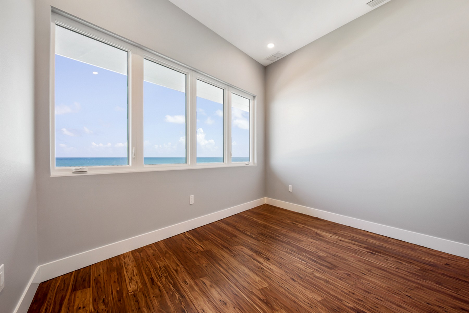 Additional photo for property listing at Contemporary Oceanfront Home 5285 S. Highway A1A Melbourne Beach, Флорида 32951 Соединенные Штаты