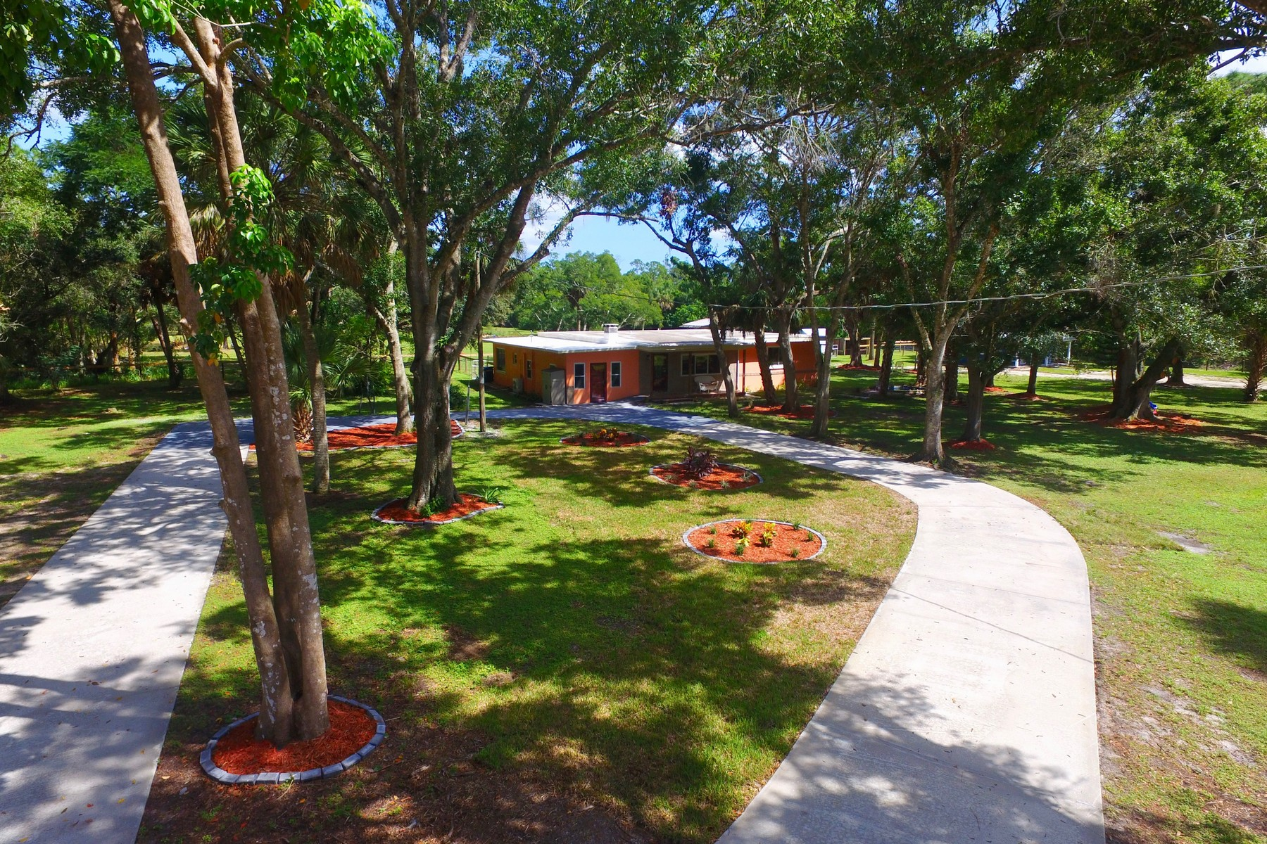 獨棟家庭住宅 為 出售 在 Enjoy Country Living on Five Quiet Acres! 13680 101st St Street Fellsmere, 佛羅里達州 32948 美國