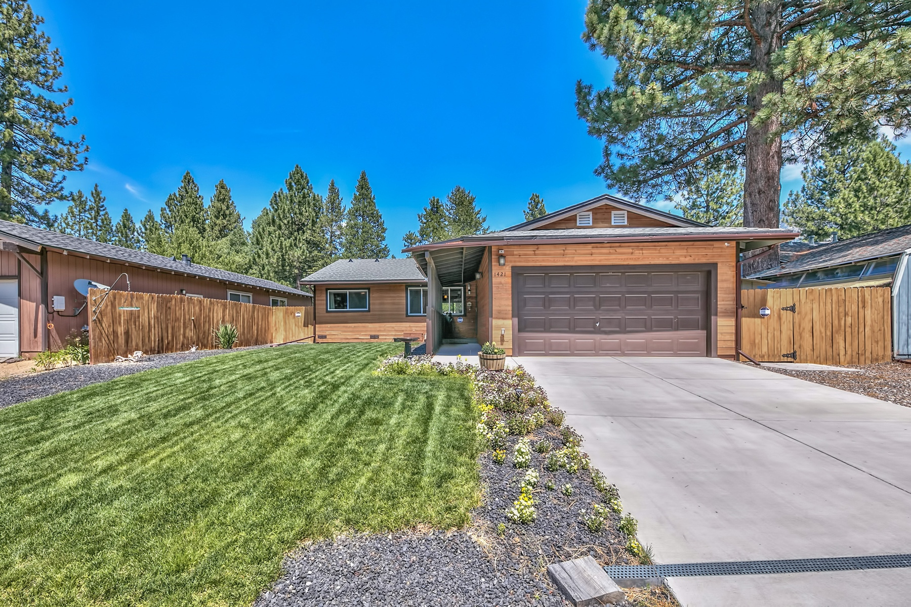 Additional photo for property listing at 1421 Matheson Drive, South Lake Tahoe CA 96150 1421 Matheson Drive South Lake Tahoe, California 96150 United States