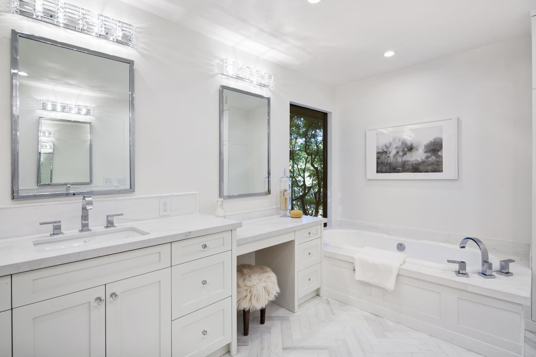 Additional photo for property listing at Dazzling Contemporary Renovation with a Farmhouse Feel! 5 Crest Road Belvedere, California 94920 United States