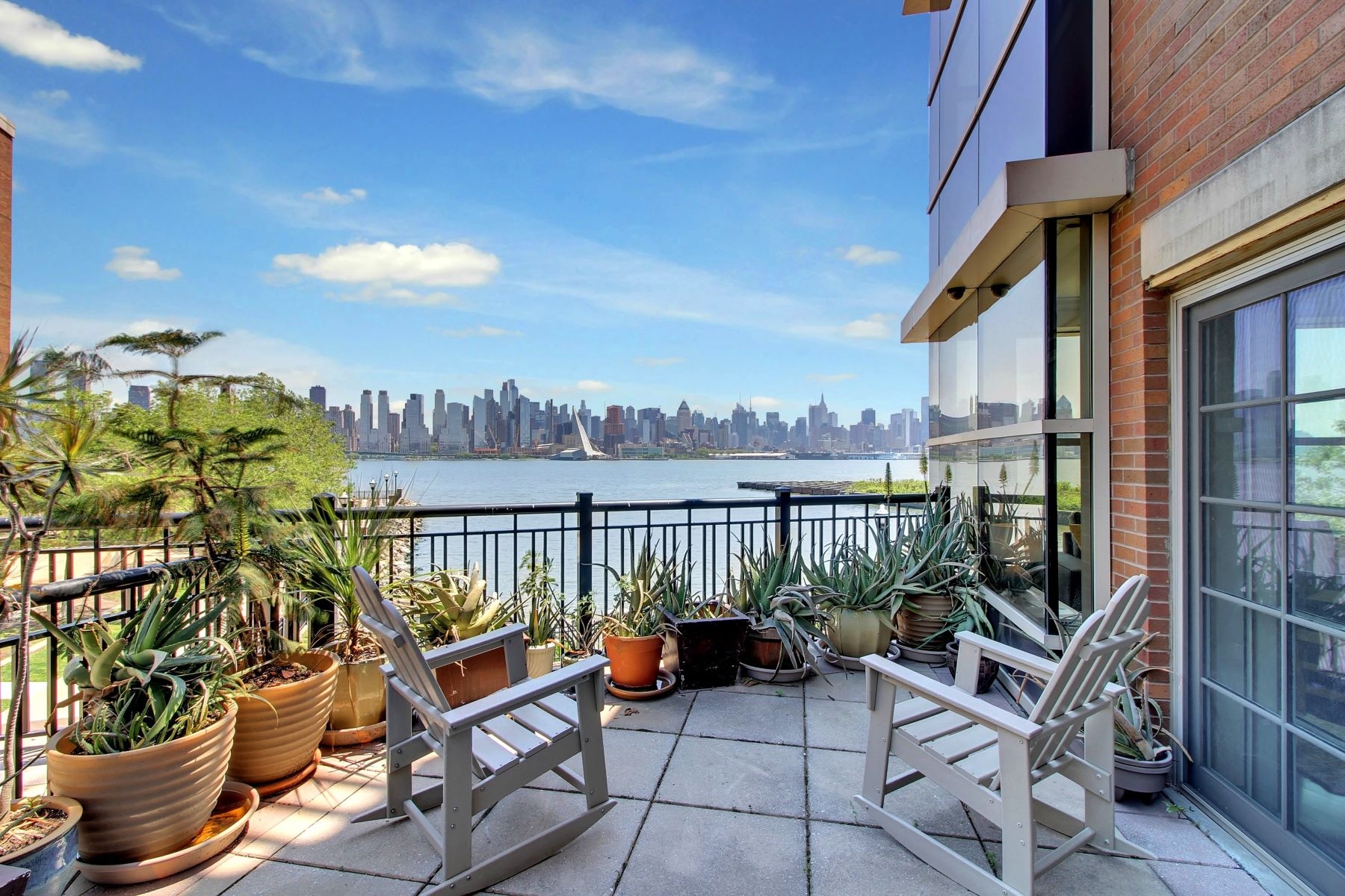 Кондоминиум для того Продажа на Spectacular Manhattan Views at GRANDVIEW! 22 Ave at Port Imperial #114 West New York, Нью-Джерси 07093 Соединенные Штаты