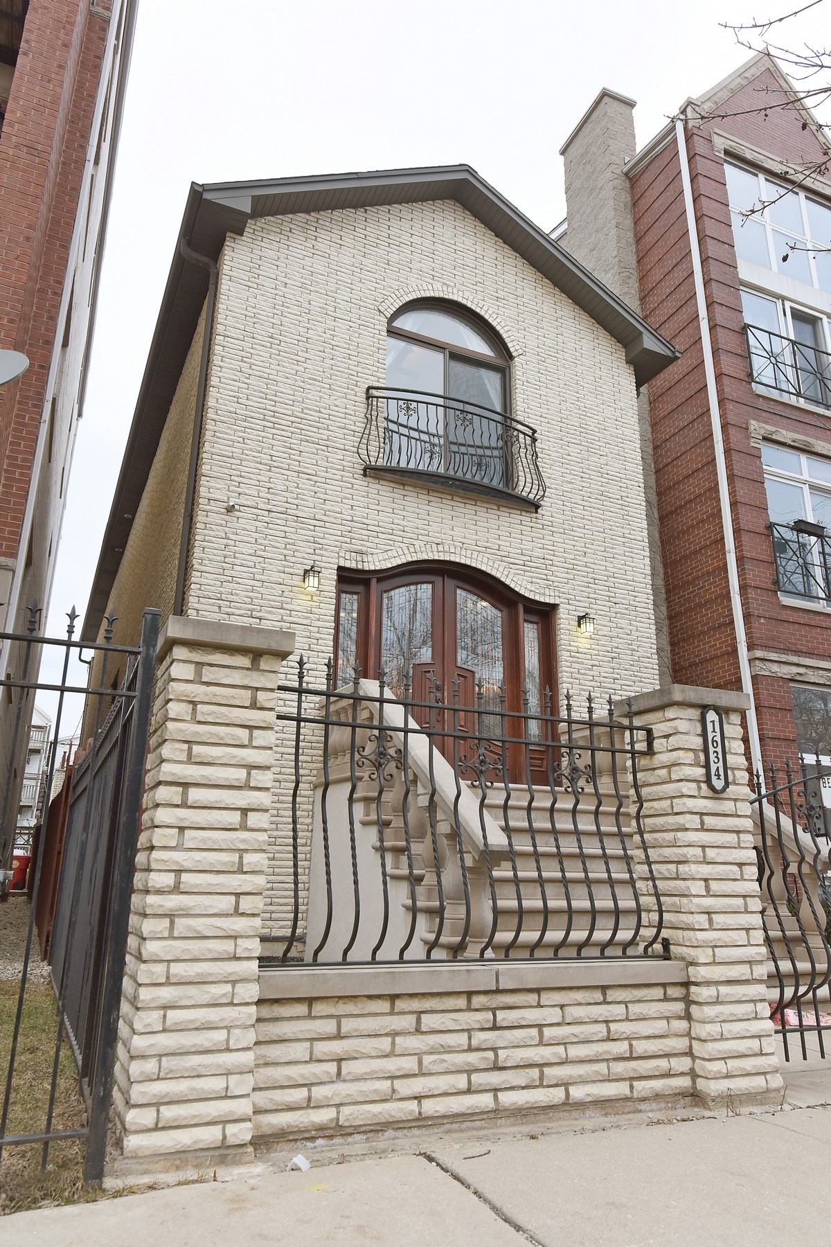 Einfamilienhaus für Verkauf beim All Brick West Town Home 1634 W Erie Street West Town, Chicago, Illinois, 60622 Vereinigte Staaten