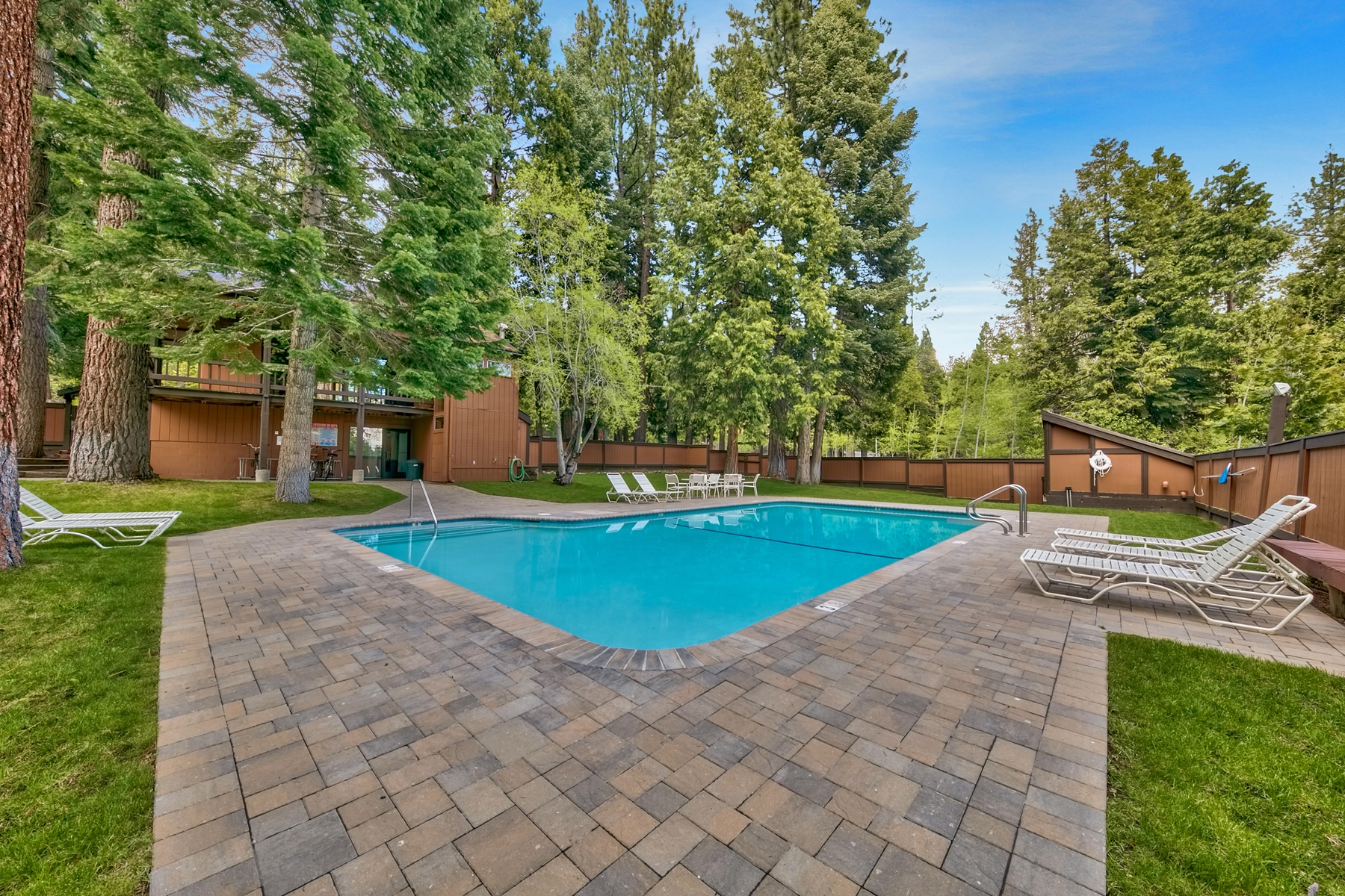 Additional photo for property listing at 2755 North Lake Boulevard #59, Tahoe City, CA 96145 2755 North Lake Boulevard #59 Tahoe City, California 96145 United States