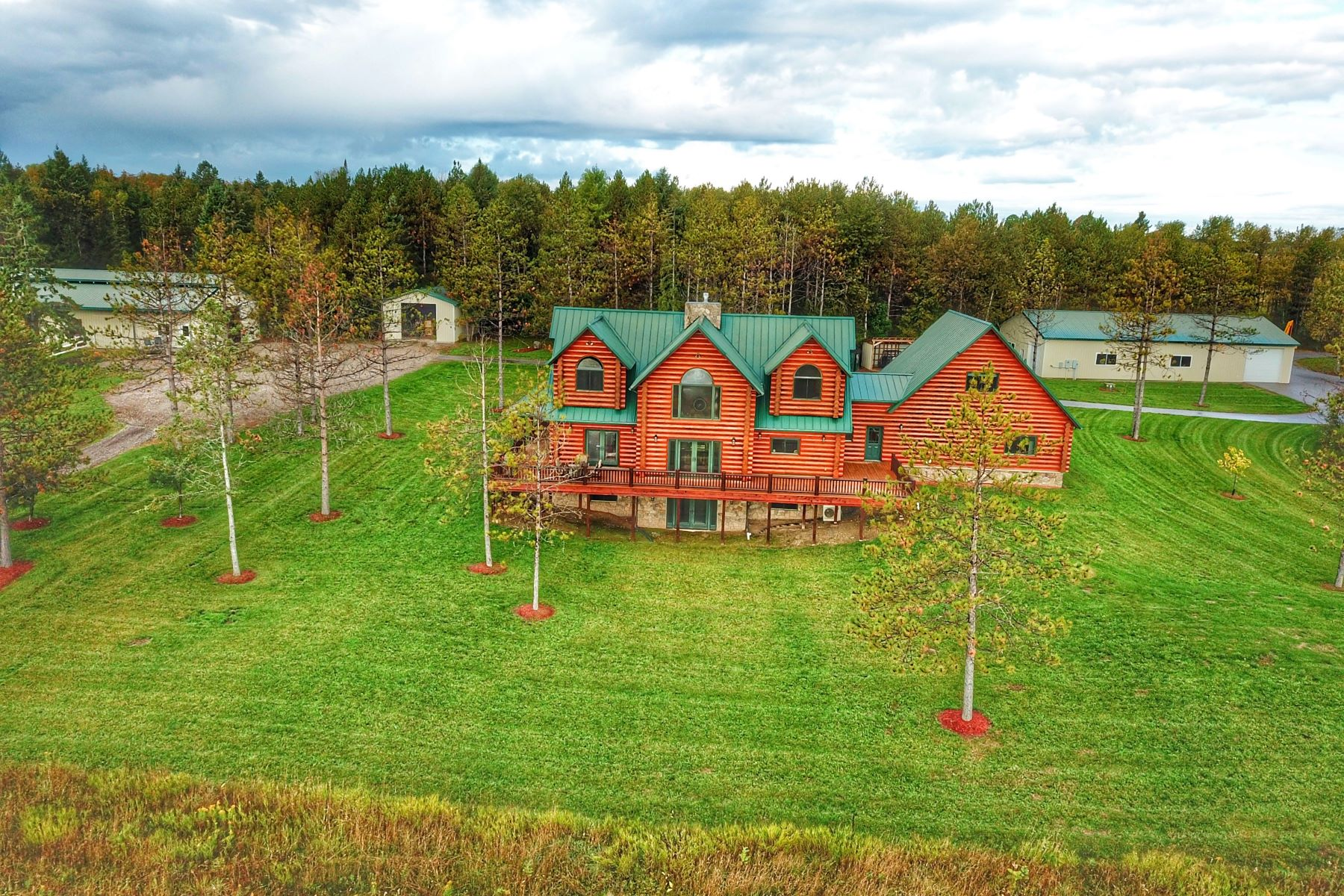 Single Family Homes para Venda às Hiawatha log home and equestrian estate on 80 acres 14493 Werth Road, Lachine, Michigan 49753 Estados Unidos