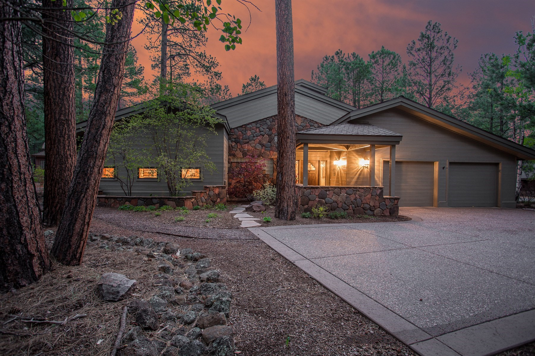 Single Family Home for Sale at Charming single level home in Forest Highlands 3787 Bear Howard Flagstaff, Arizona, 86005 United States