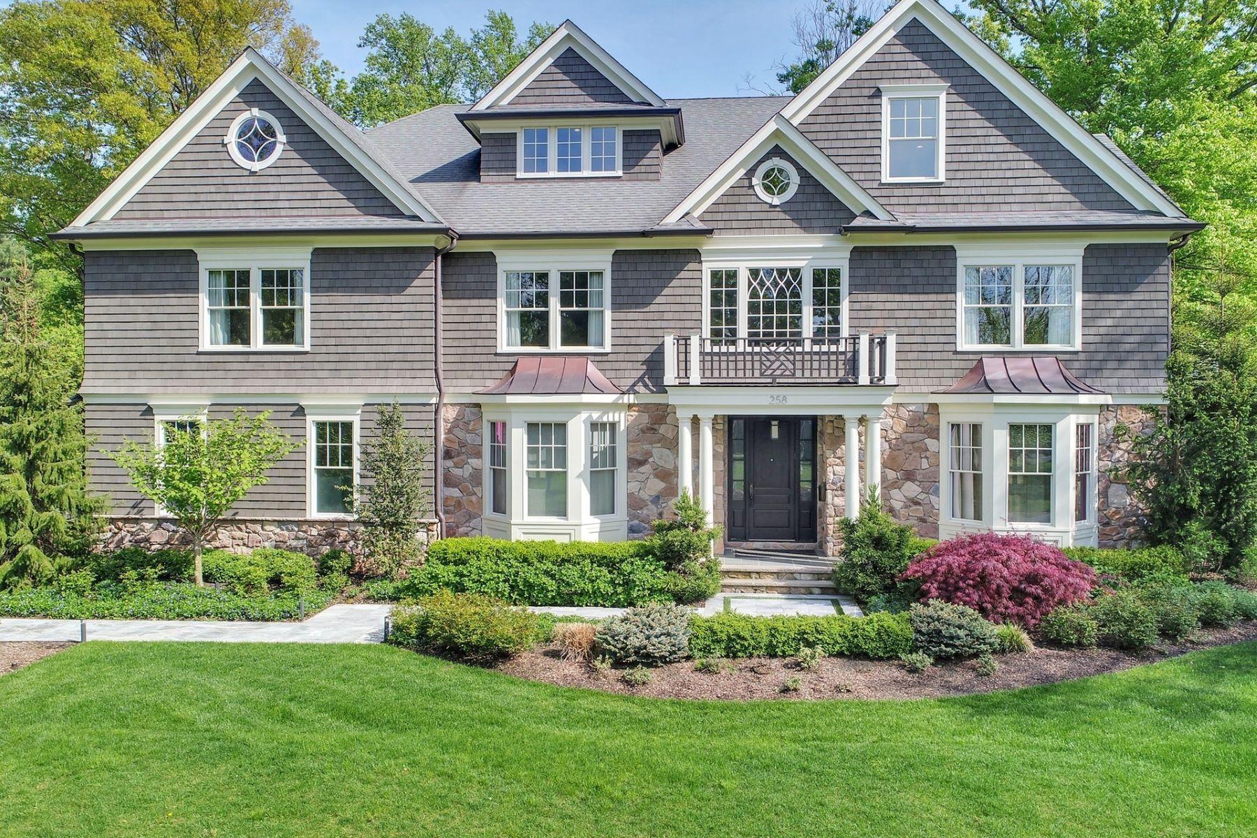 Enfamiljshus för Försäljning vid Stylish Sensation 258 Long Hill Drive, Short Hills, New Jersey 07078 Usa