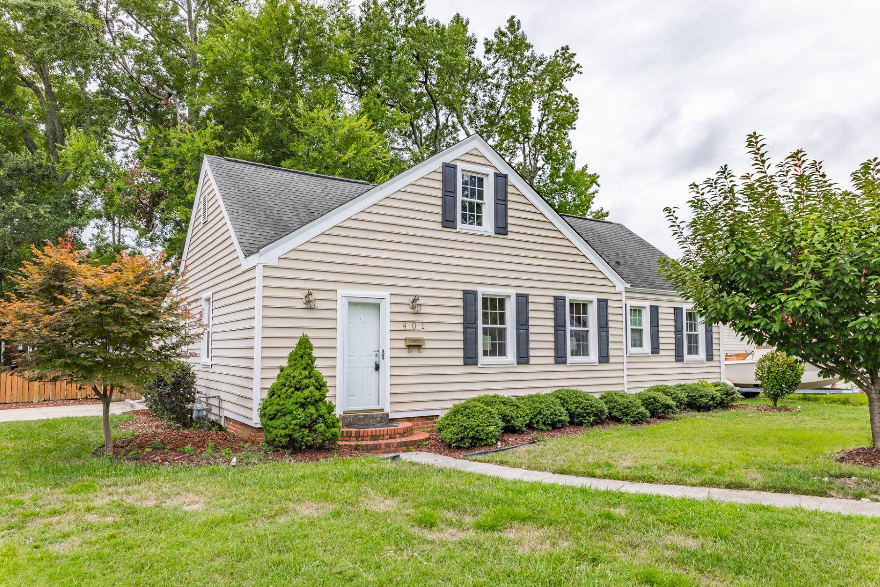 Single Family Homes pour l Vente à RESTMERE 401 Maycox Ave Norfolk, Virginia 23505 États-Unis