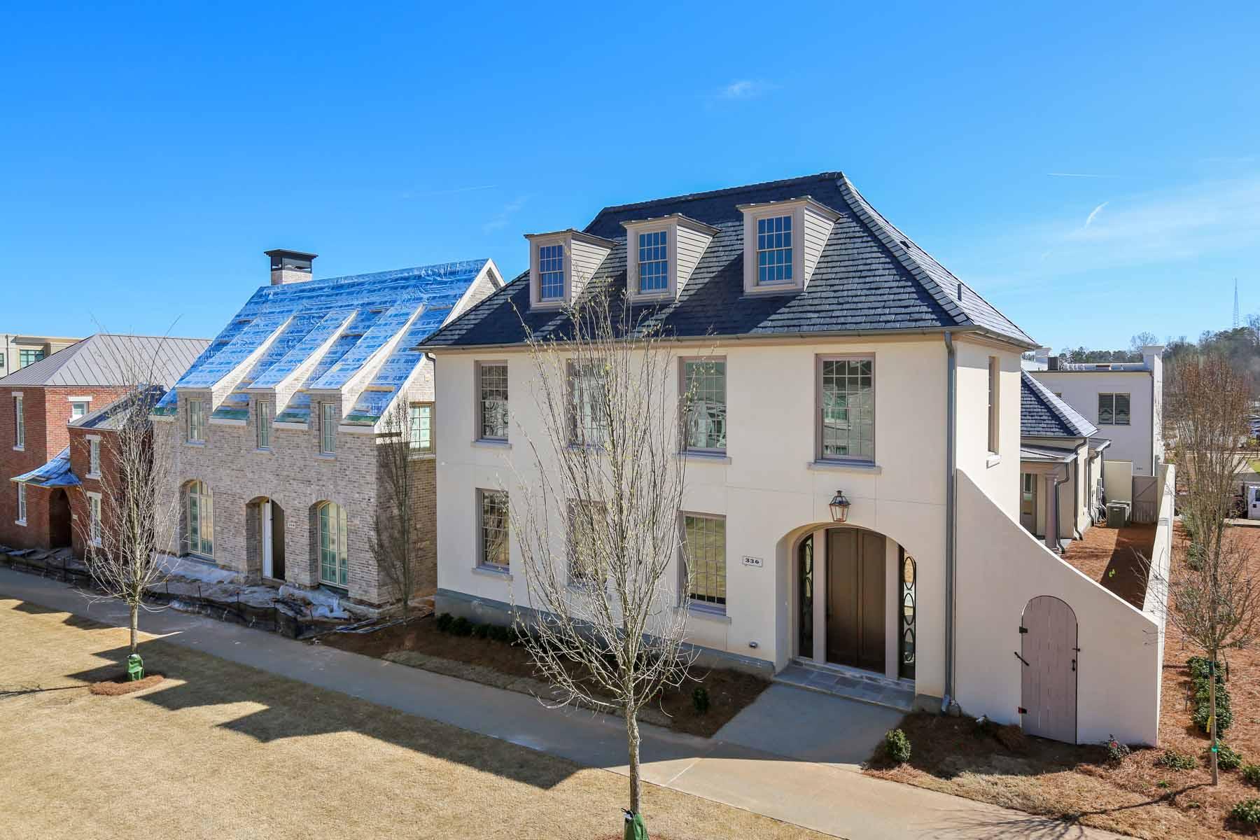 Maison unifamiliale pour l Vente à Elegant Courtyard Villa Collection at Avalon 336 S Esplanade Alpharetta, Georgia, 30009 États-Unis