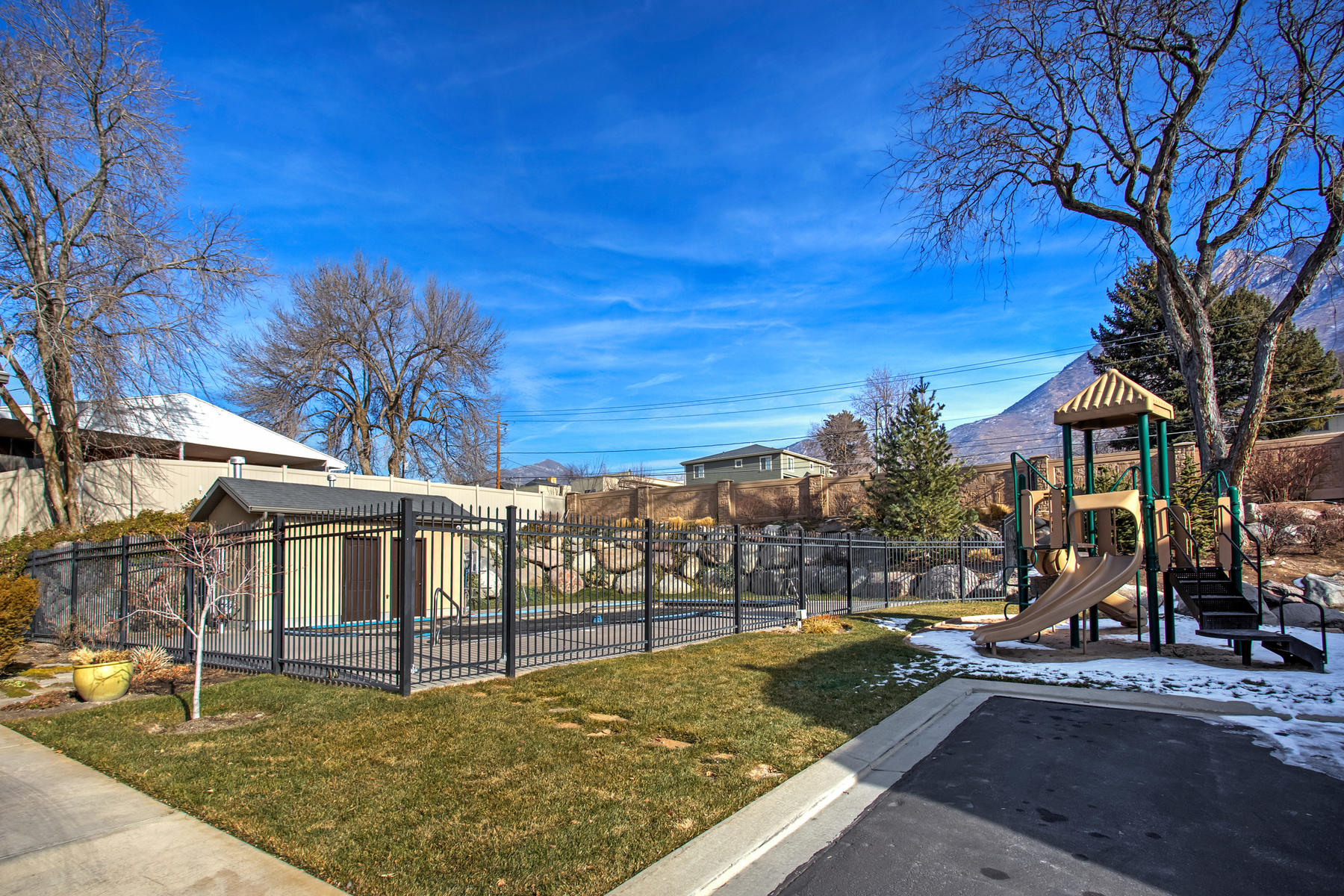 Additional photo for property listing at 5000 Sq Foot Beauty in Holladay 4949 S Holladay Pines Ct Holladay, Utah 84117 United States