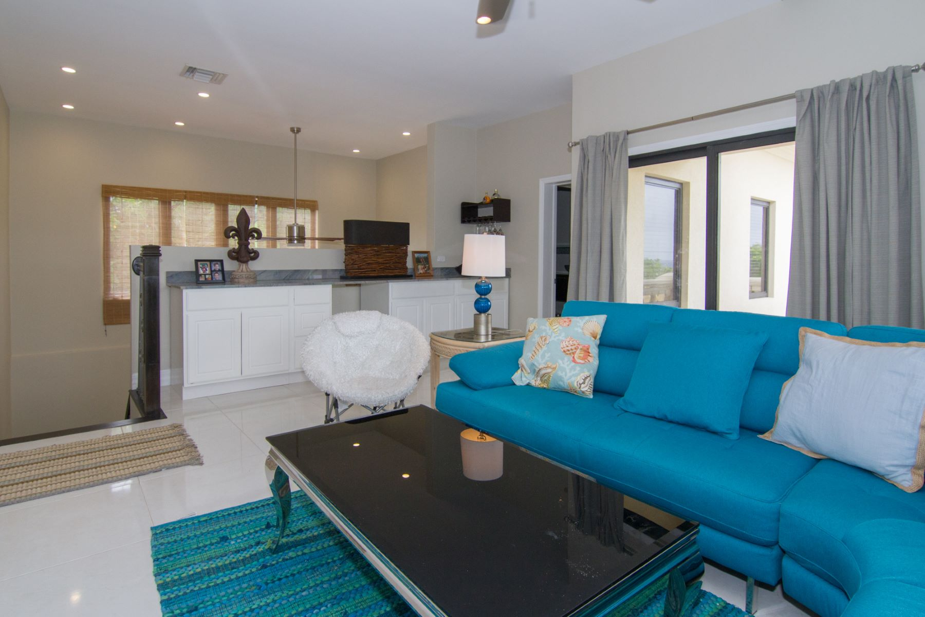 Additional photo for property listing at St James Court Villa Savannah,  Cayman Islands