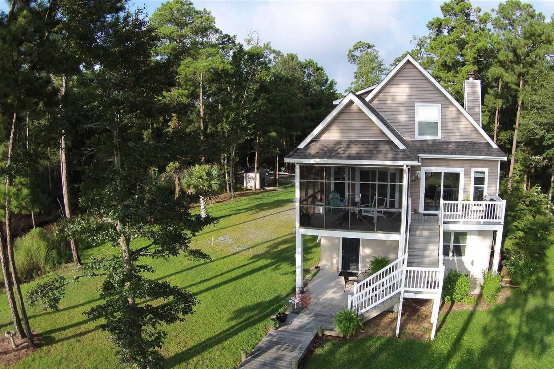 Single Family Home for Sale at Perfect Waterfront Private Retreat 755 Mill Road Oriental, North Carolina, 28571 United States
