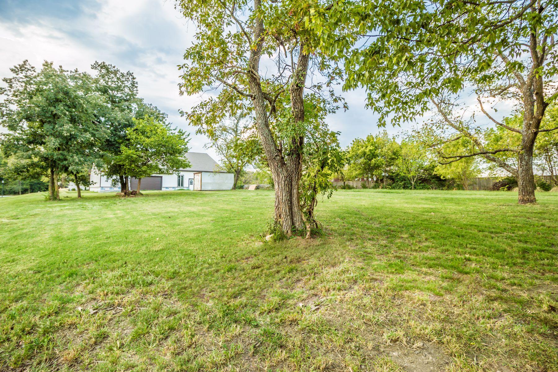 Additional photo for property listing at 400 Sherman Avenue, Cave Springs, Arkansas 72718 Estados Unidos