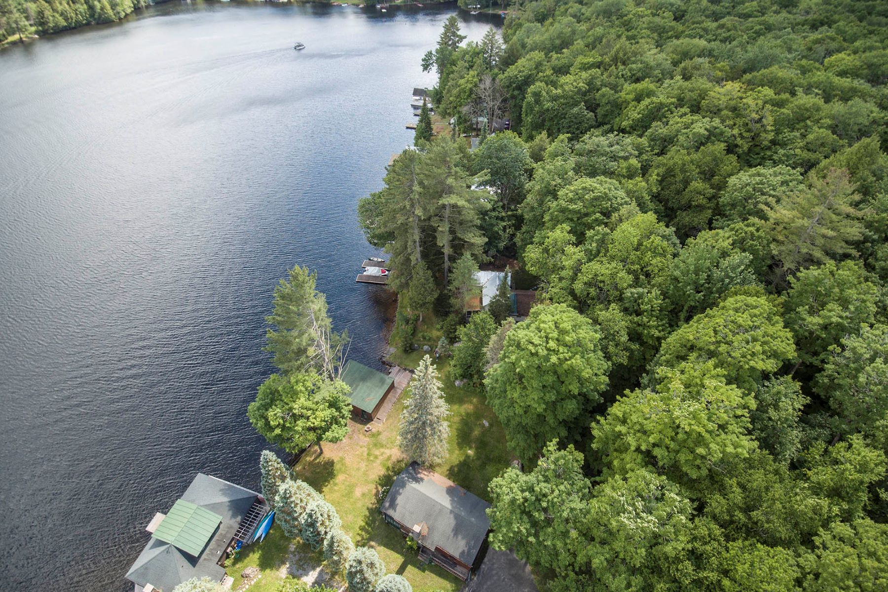 Single Family Homes 為 出售 在 Waterfront Camp on Fourth Lake 187 Fulton House Spur #1, Old Forge, 纽约 13420 美國