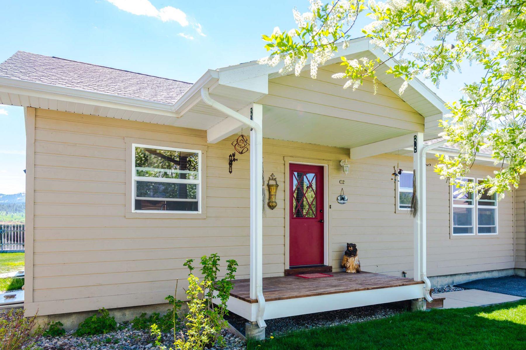Частный односемейный дом для того Продажа на Remodeled Four Bedroom Townhome 504 Snake River Drive, Unit C2 Alpine, Вайоминг 83128 Соединенные Штаты