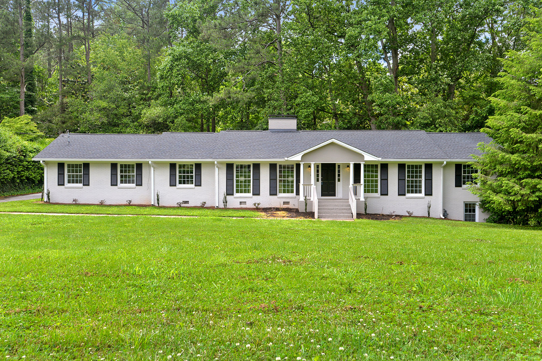 Single Family Home for Sale at Beautiful Completely Renovated Ranch With All The Touches 636 Bouldercrest Drive SW Marietta, Georgia 30064 United States