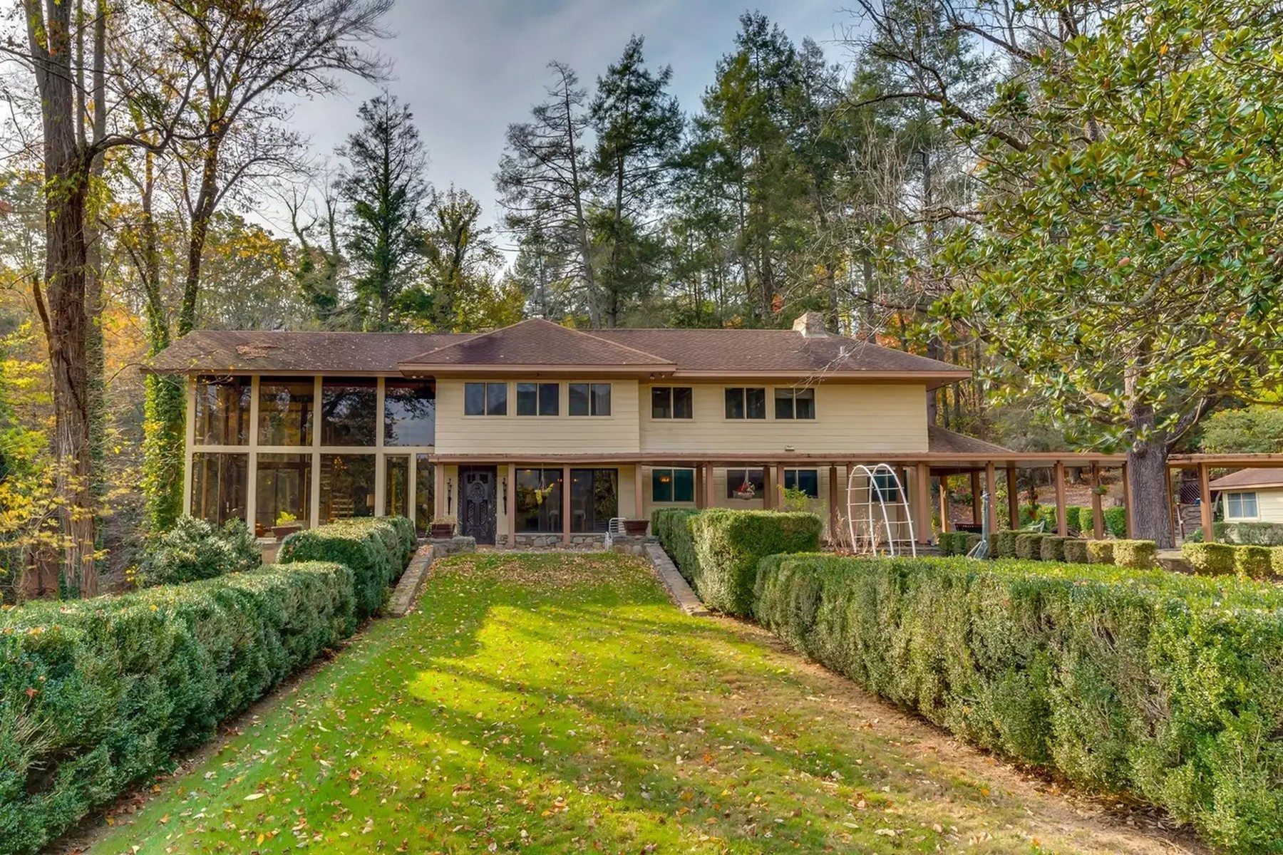 Single Family Homes for Active at 400 Kings Drive, Lake Lure, NC 28746 400 Kings Drive Lake Lure, North Carolina 28746 United States