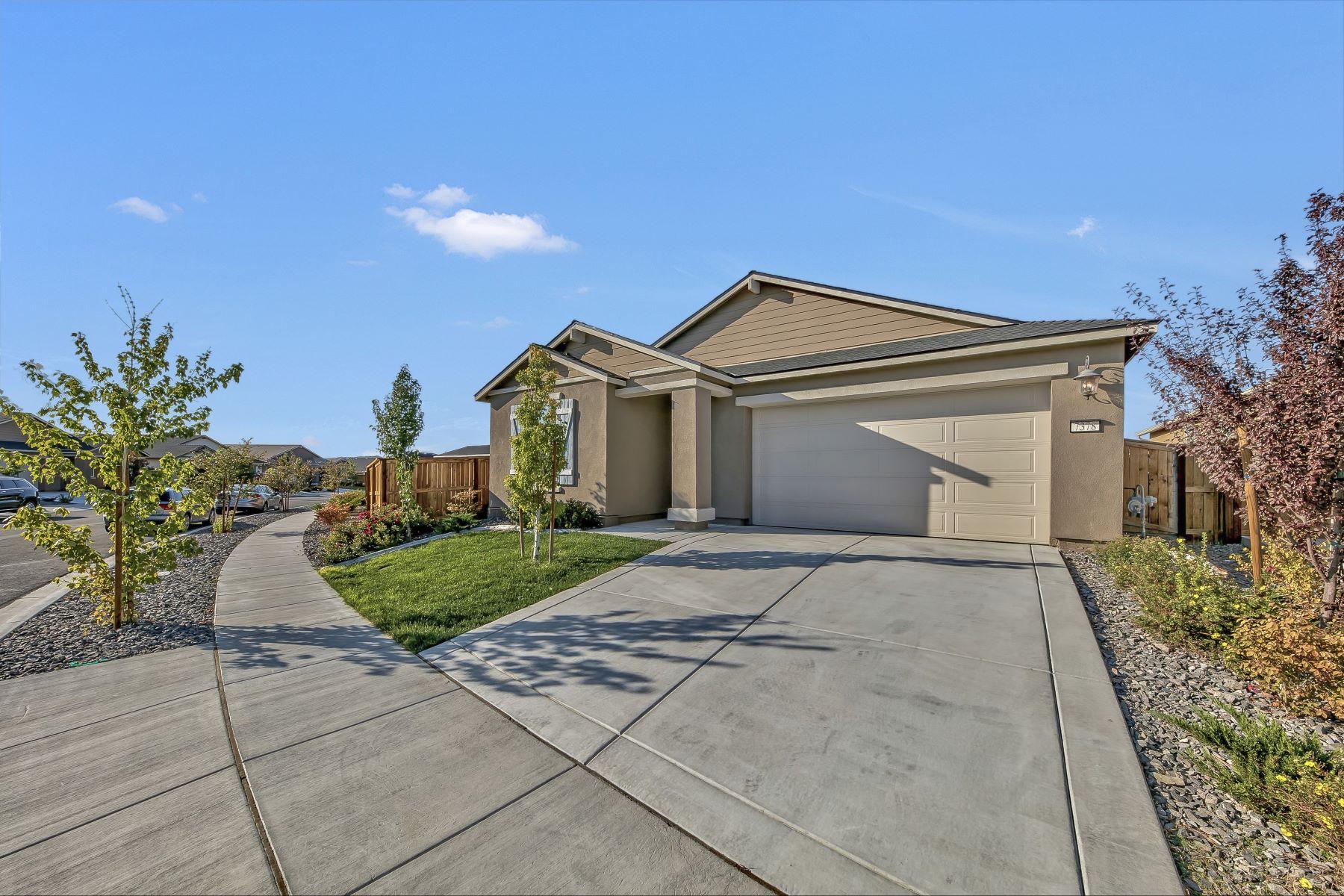 Single Family Homes 为 销售 在 Better Than New One Level Living 7378 Overture Dr 里诺, 内华达州 89506 美国