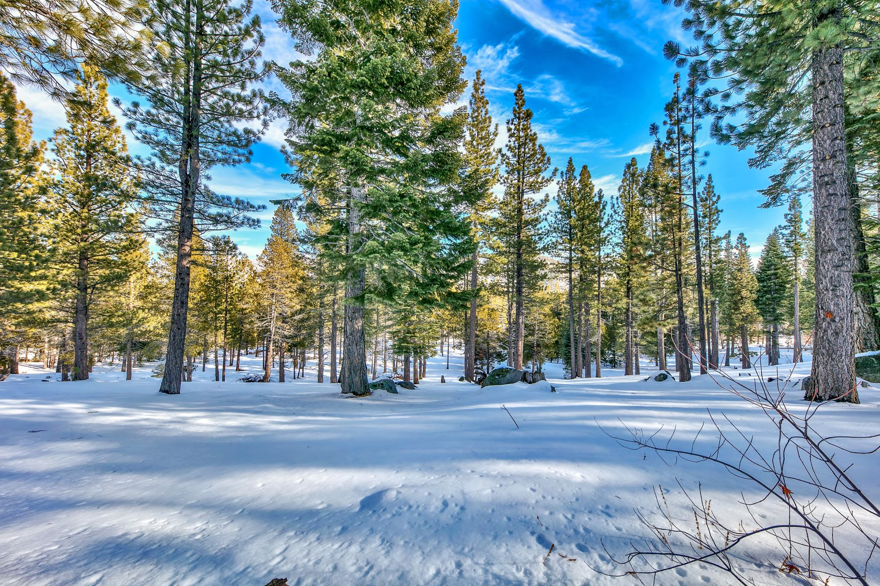 Additional photo for property listing at 2129 Oaxaco Street, South Lake Tahoe, CA 2129 Oaxaco Street South Lake Tahoe, California 96150 Estados Unidos