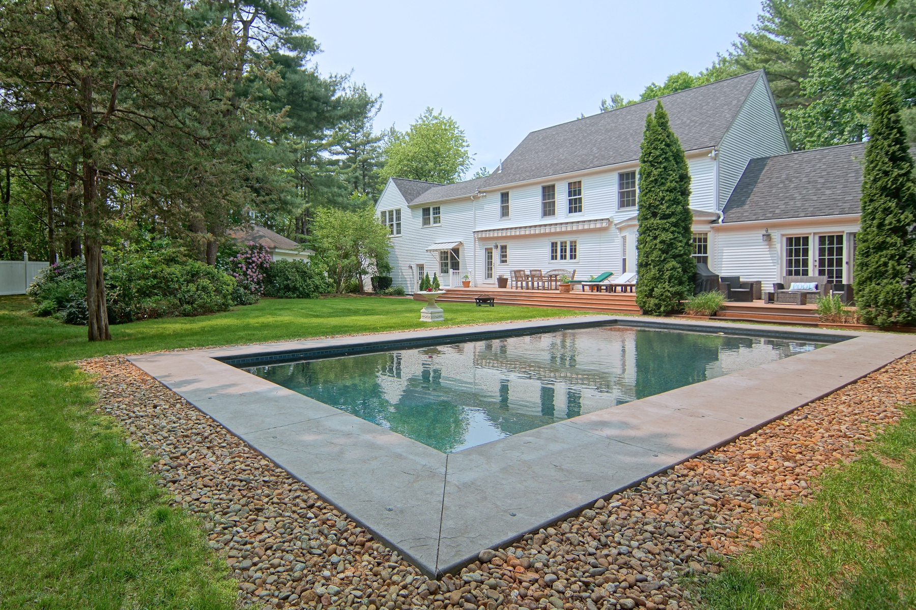 Single Family Homes pour l Vente à Gorgeous Open Concept Colonial With A Modern, European Twist 89 Tidewater Farm Road Greenland, New Hampshire 03840 États-Unis