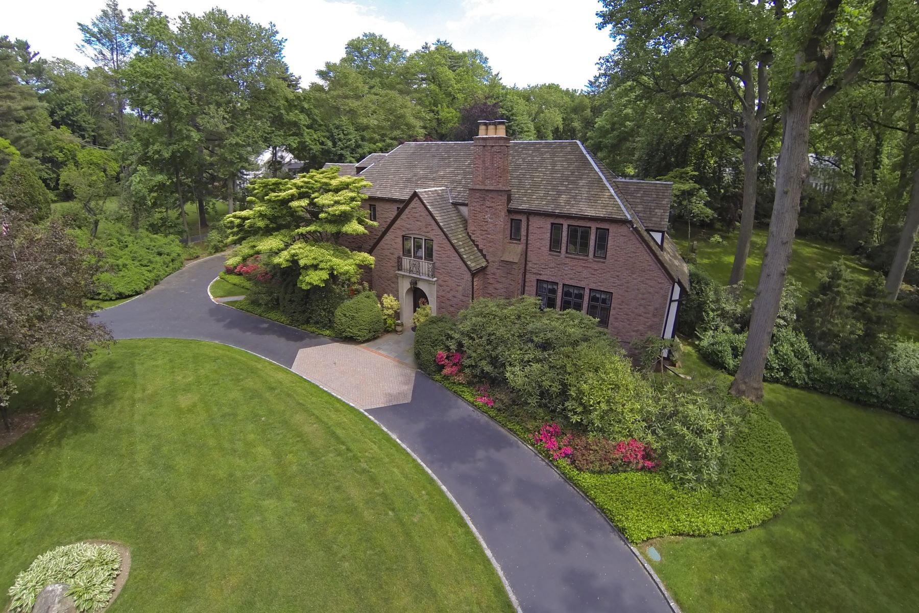 Single Family Home for Sale at 23 Bonnie Heights Rd , Manhasset, NY 11030 23 Bonnie Heights Rd Manhasset, New York 11030 United States