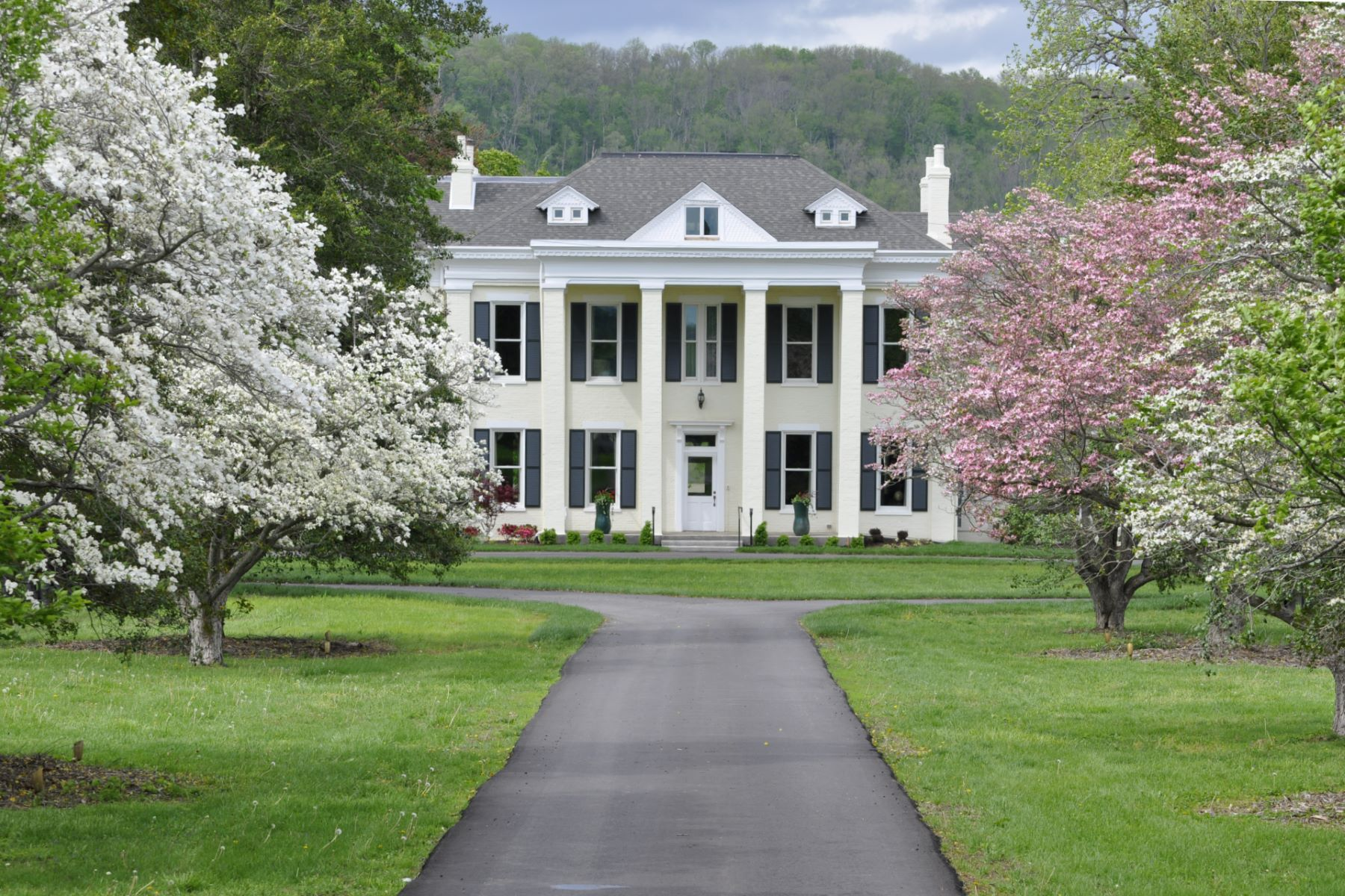 Single Family Homes por un Venta en Historic Riverside Inn on the Ohio River 85 US Hwy 42 East Warsaw, Kentucky 41095 Estados Unidos