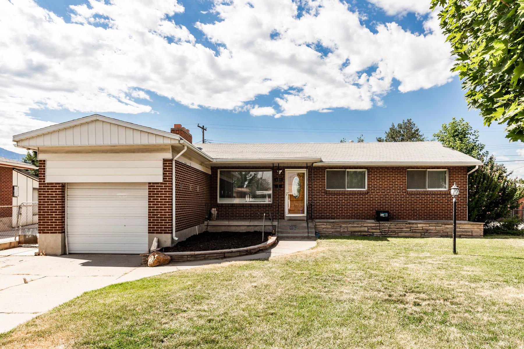 Single Family Homes för Försäljning vid Marvelous Midvale Rambler 406 E 6815 S, Midvale, Utah 84047 Förenta staterna