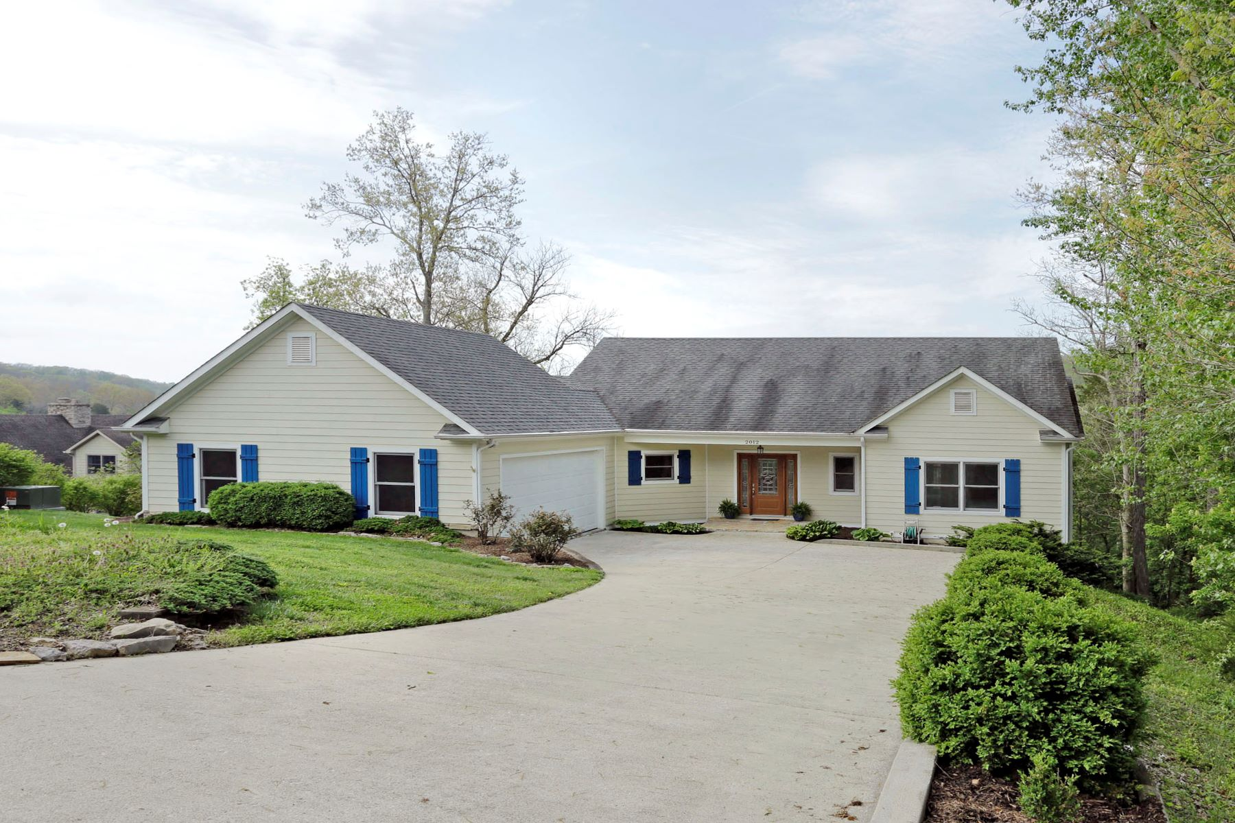 Single Family Home for Sale at 2012 Deerfield Lane Richmond, Kentucky 40475 United States