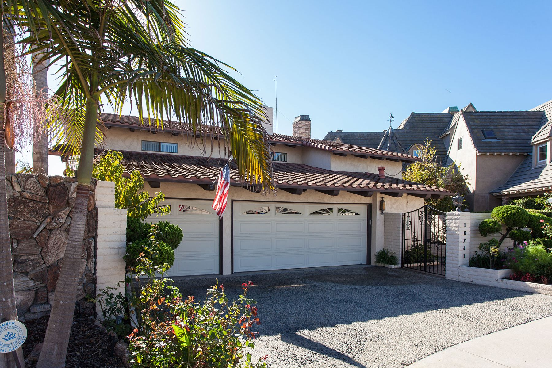 Single Family Home for Sale at 16741 Carousel Huntington Beach, California 92649 United States