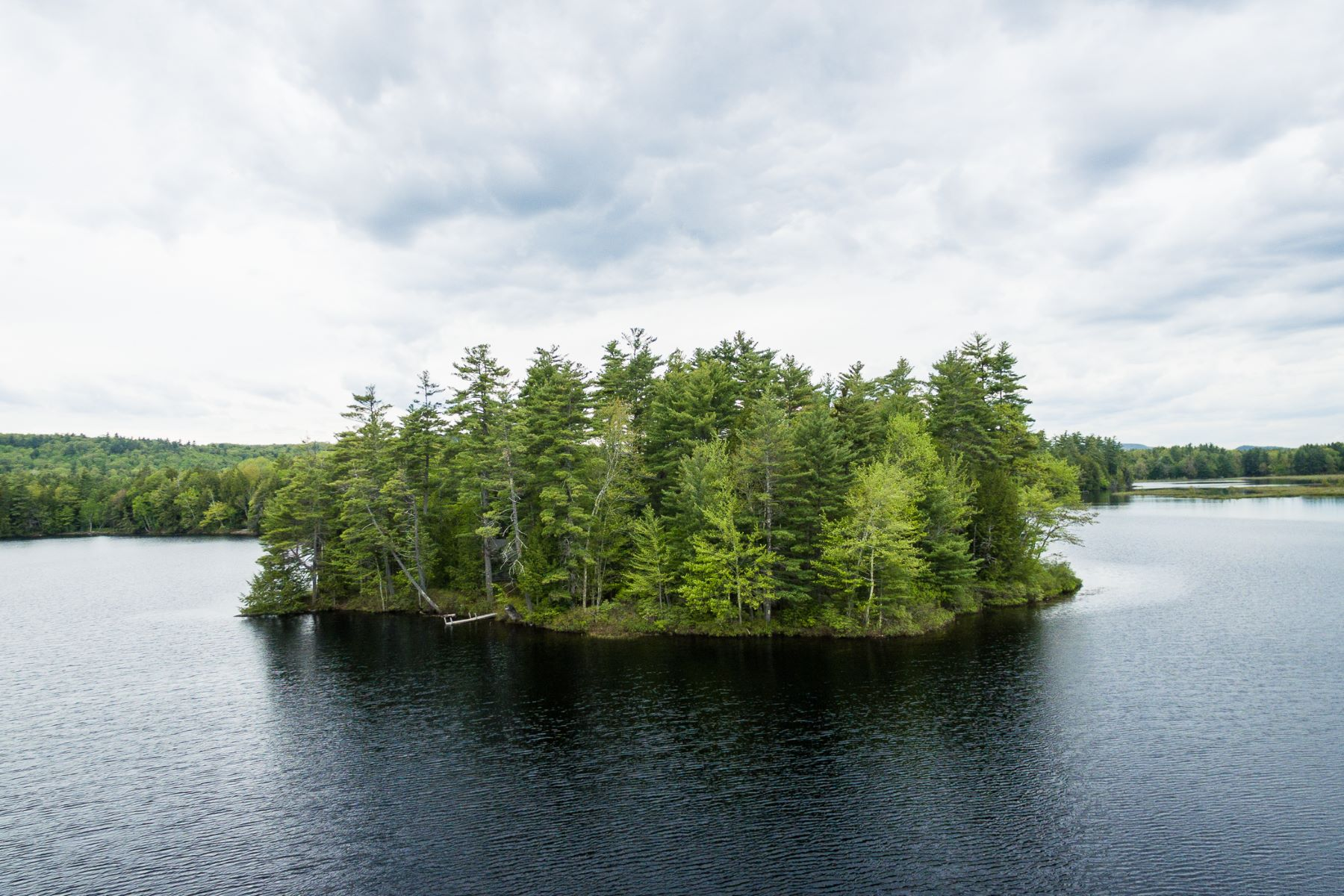 Additional photo for property listing at Ledge Island, Steven's Pond  Liberty, Maine 04949 United States