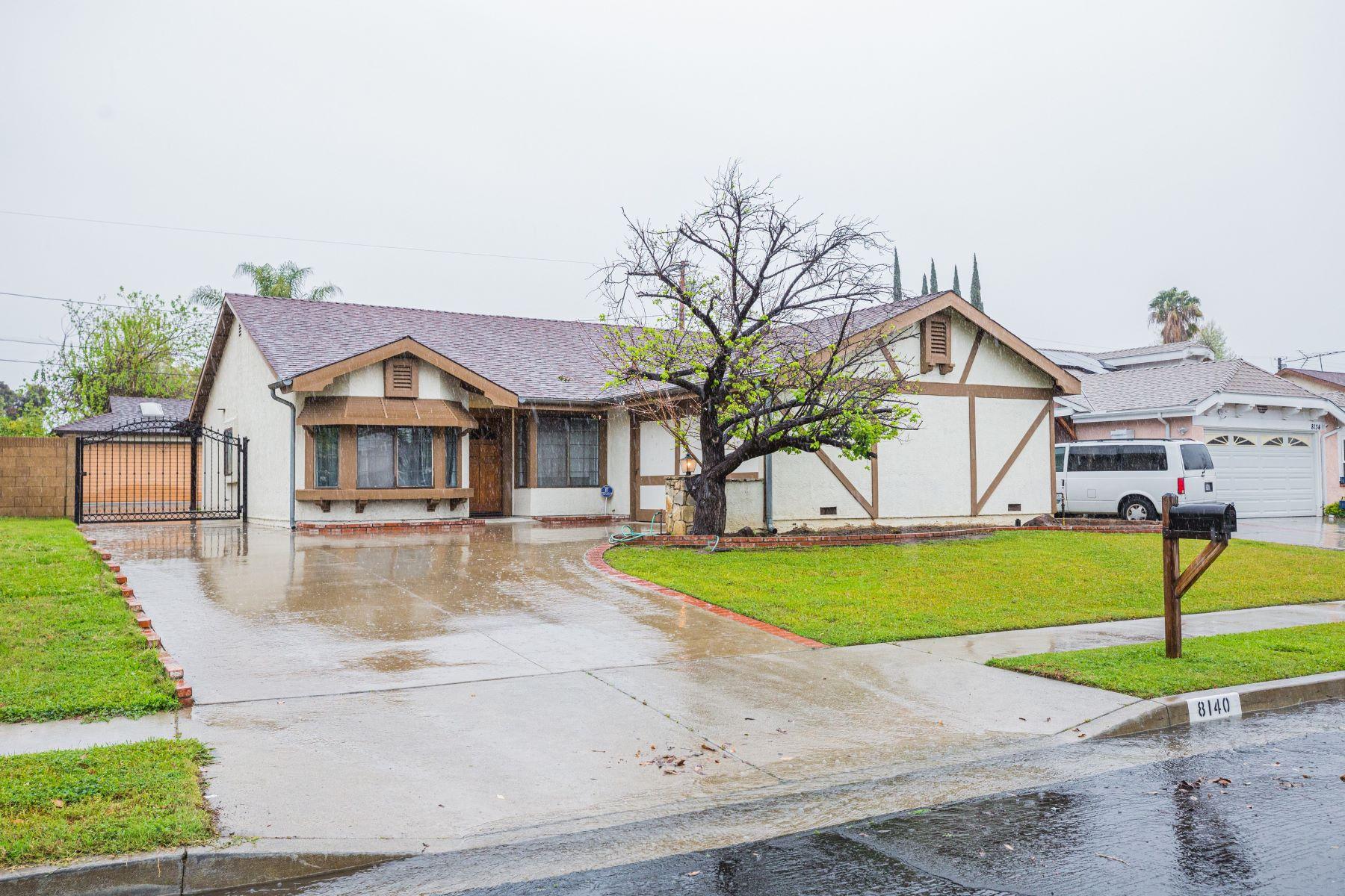 Single Family Homes para Venda às Winnetka, Califórnia 91306 Estados Unidos