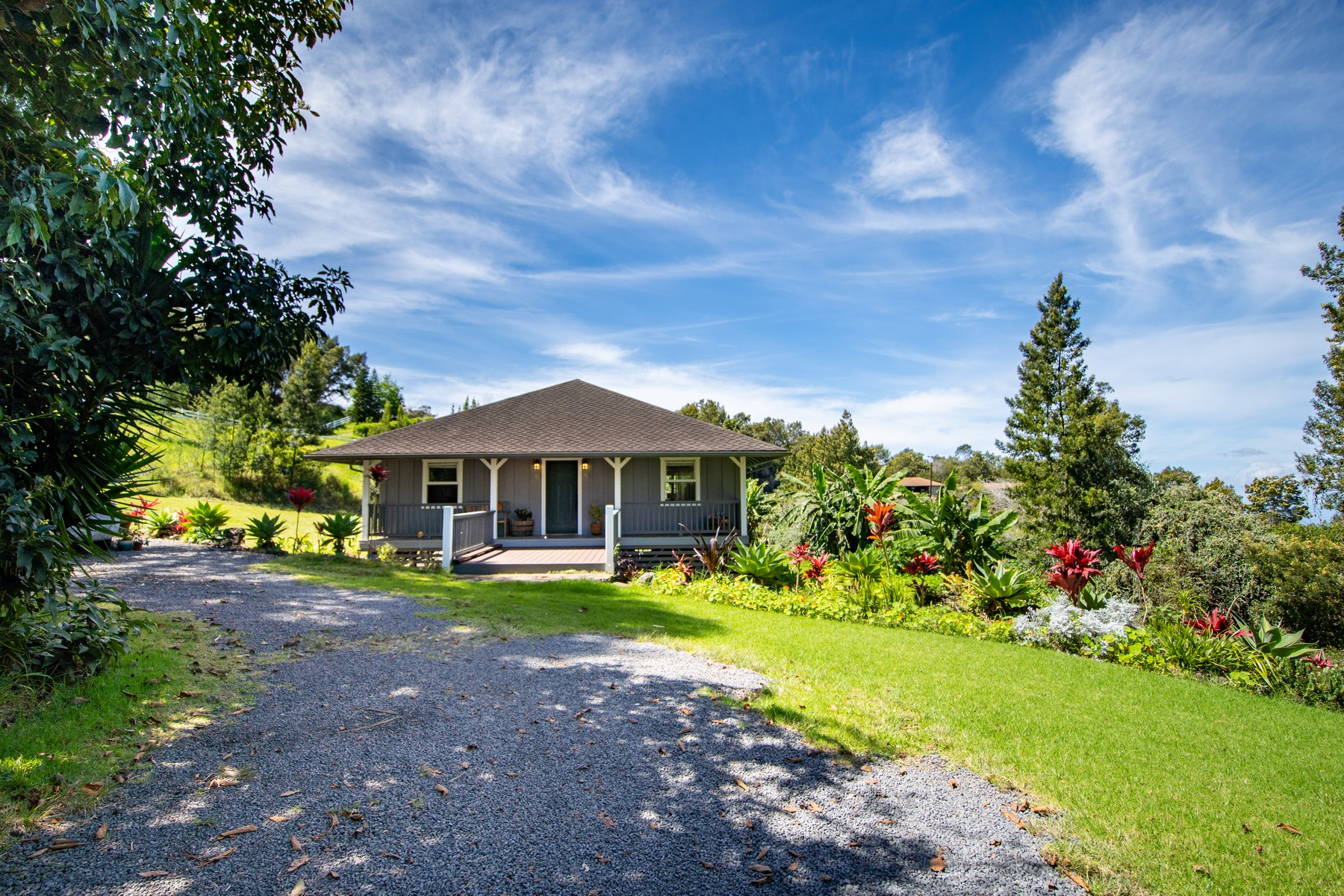 Single Family Homes 为 销售 在 Picture Perfect Kula Cottage on 2 Acres With Ocean Views 180 Waiakoa Rd 库拉, 夏威夷 96790 美国