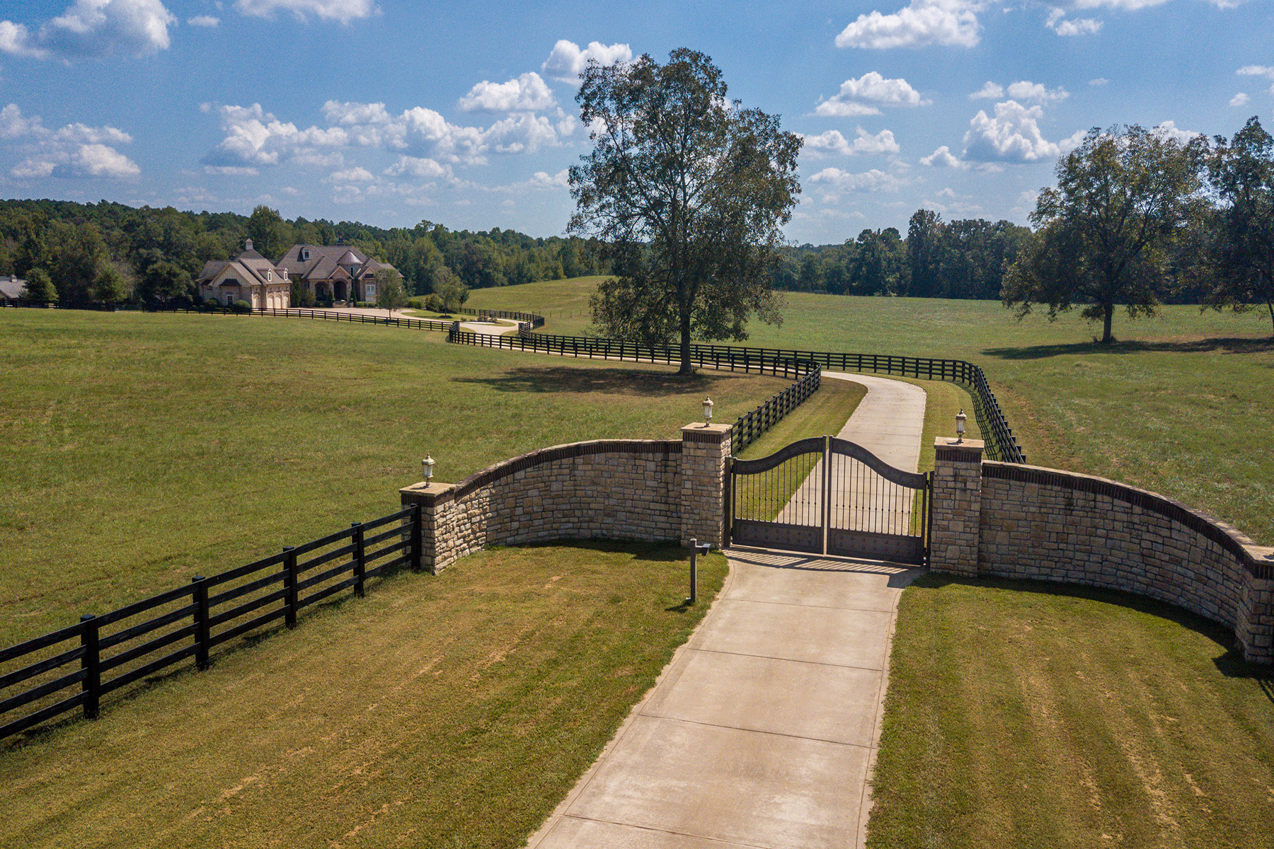 Single Family Homes for Active at One Of The Most Exquisite Equestrian Estates in the Middle of Georgia 450 Walter Moore Rd Jackson, Georgia 30233 United States