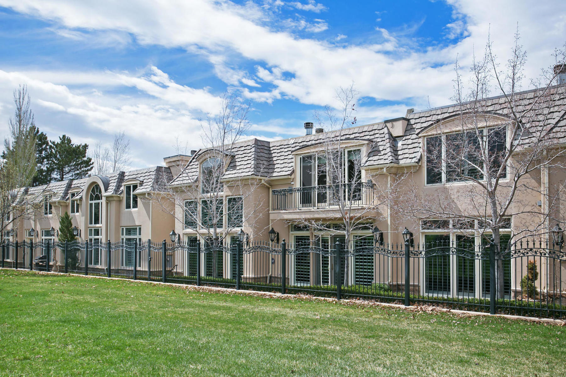 Additional photo for property listing at Rarely Available Chateaux On The Green Unit 2726 E Wasatch Dr #1 Salt Lake City, Utah 84109 United States