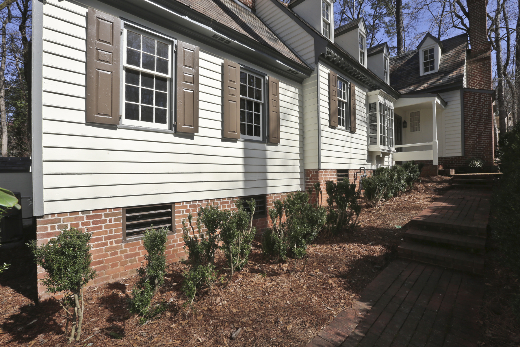 단독 가정 주택 용 매매 에 Charming Williamsburg Home On 1.2 Acre Lot 1215 E Beechwood Drive Buckhead, Atlanta, 조지아, 30327 미국