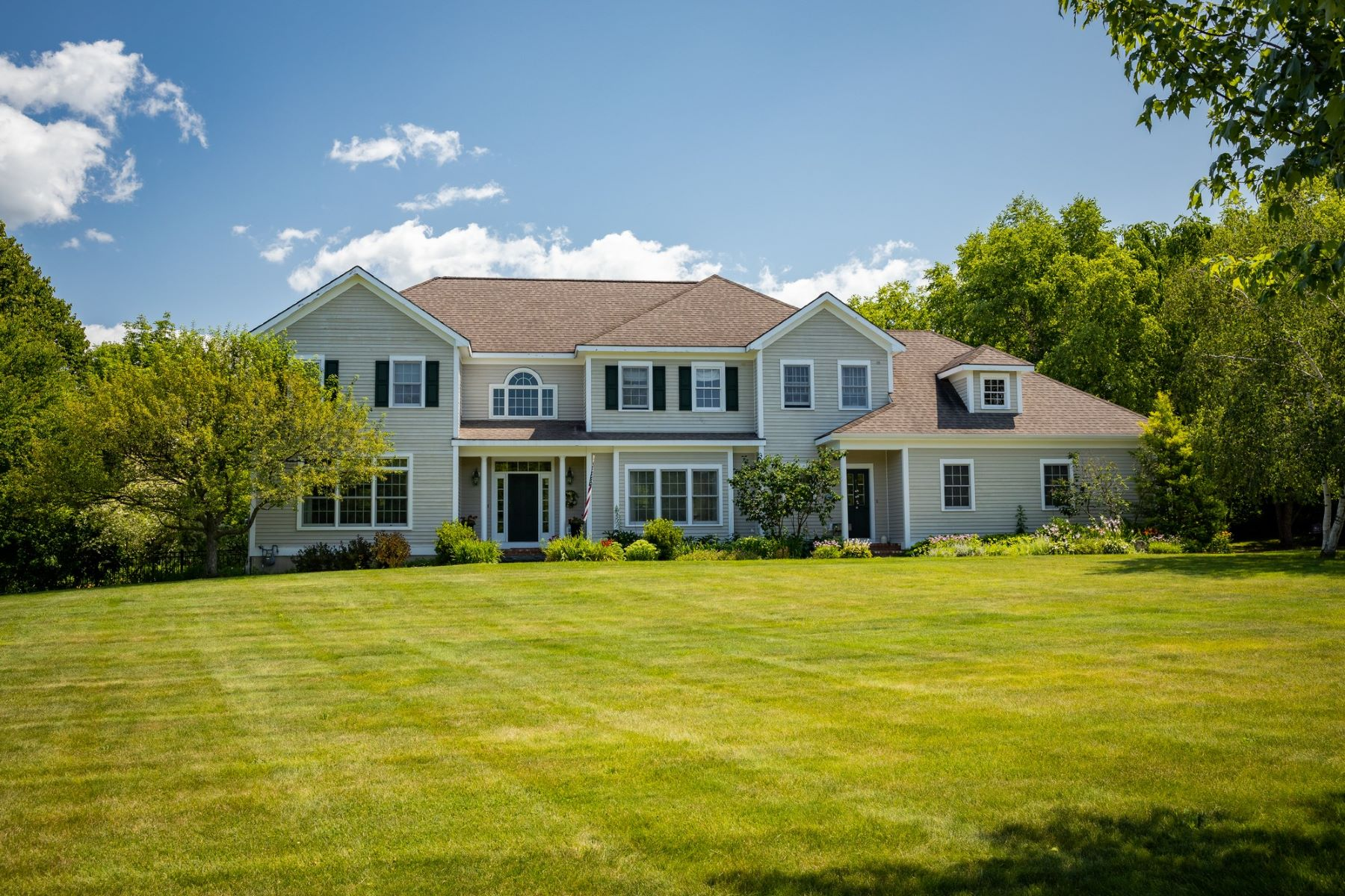Single Family Homes for Sale at 587 Ridgefield Road, Shelburne 587 Ridgefield Rd Shelburne, Vermont 05482 United States